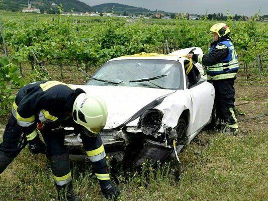 Der Lenker des Porsches wurde bei dem Unfall verletzt.
