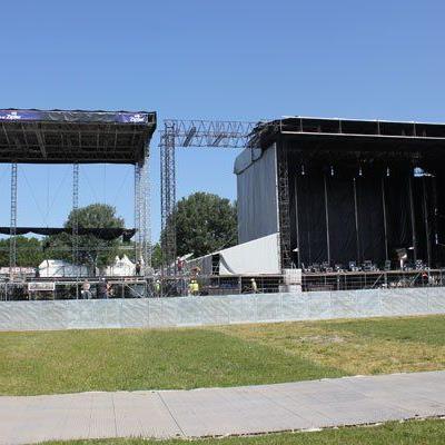 Zwei Bühnen, genau nebeneinander: Am Rock in Vienna muss man nicht weit gehen.