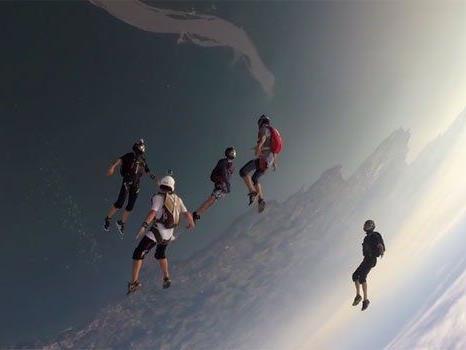 Wahnsinns-Aufnahmen: Skydive überm Ländle.