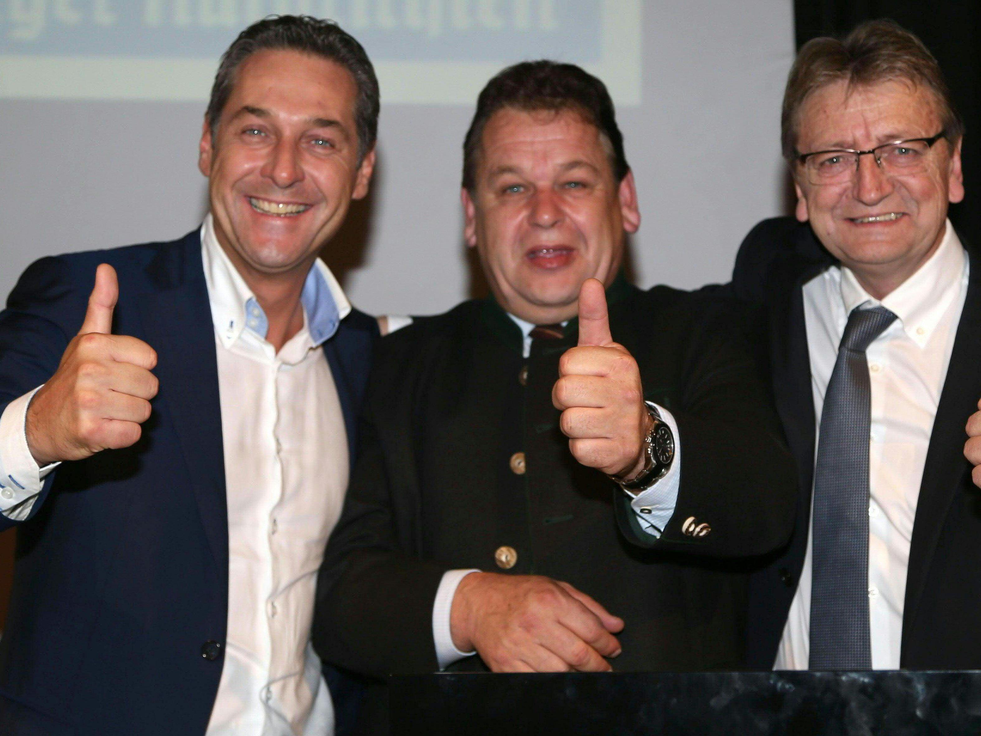 Als die Welt noch in Ordnung schien: Strache, Doppler und Schnell beim Landesparteitag im November 2013.