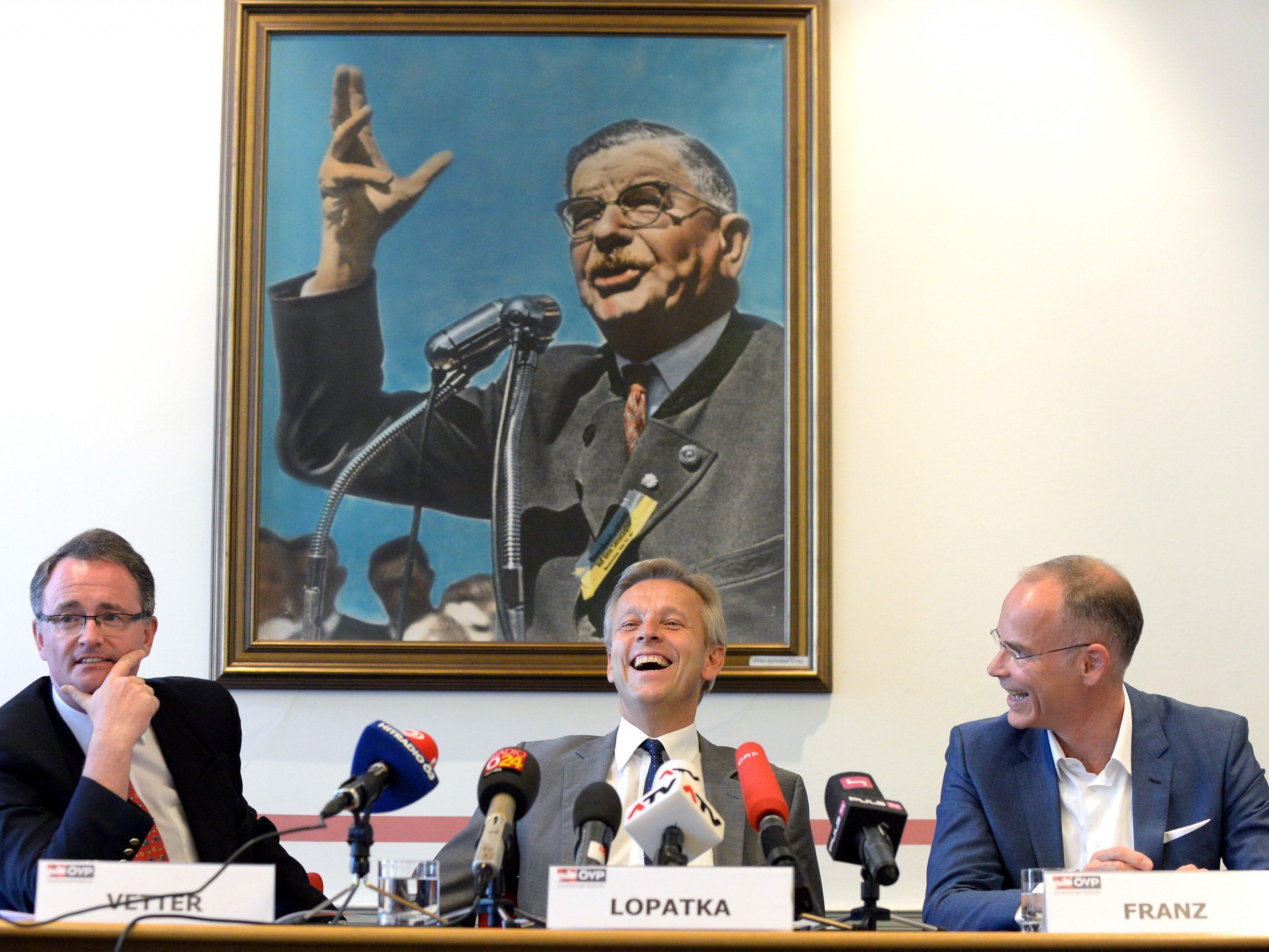 """Georg Vetter, ÖVP-Klubobmann Reinhold Lopatka und Marcus Franz anlässlich der PK unter dem Titel """"Willkommen im Klub der ÖVP"""" ."""