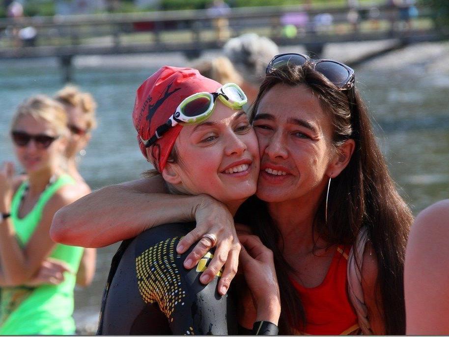 Viele Schwimmer sind in Rekordzeit von Lochau nach Bregenz geschwommen