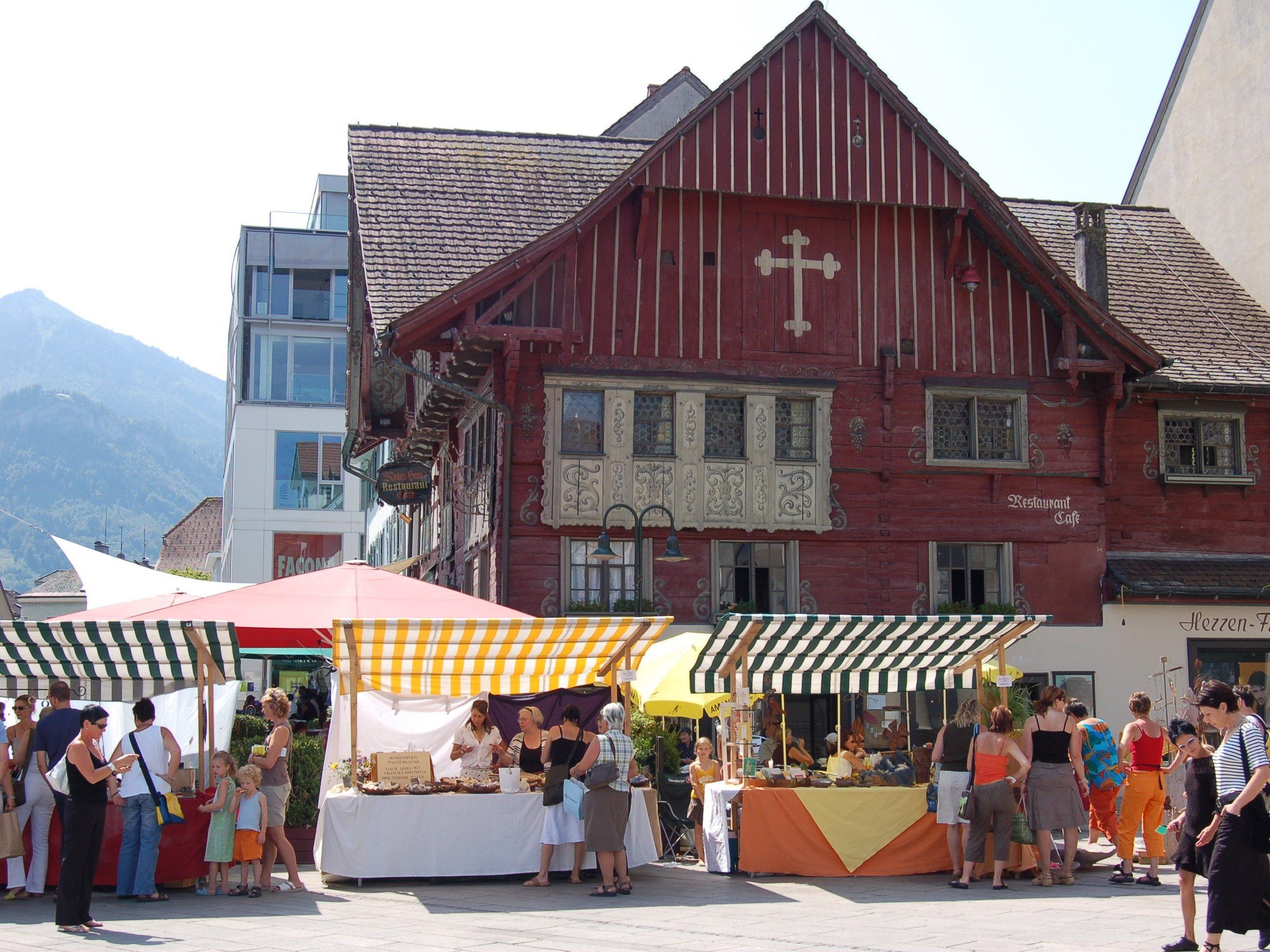 Am 31. Juli findet auf dem Marktplatz ein Kunsthandwerksmarkt statt.