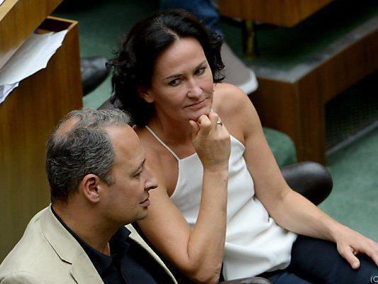 Glücklich ist die Opposition mit der Teilzeitpension - die Grünen aber nicht, weil Frauen ausgeschlossen sind.
