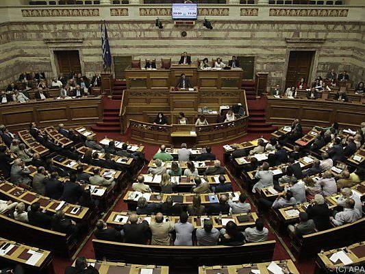 251 der 300 Abgeordneten stimmten den Maßnahmen zu