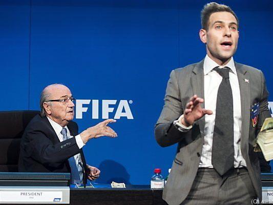 Brodkin bewarf Blatter mit Dollar-Scheinen