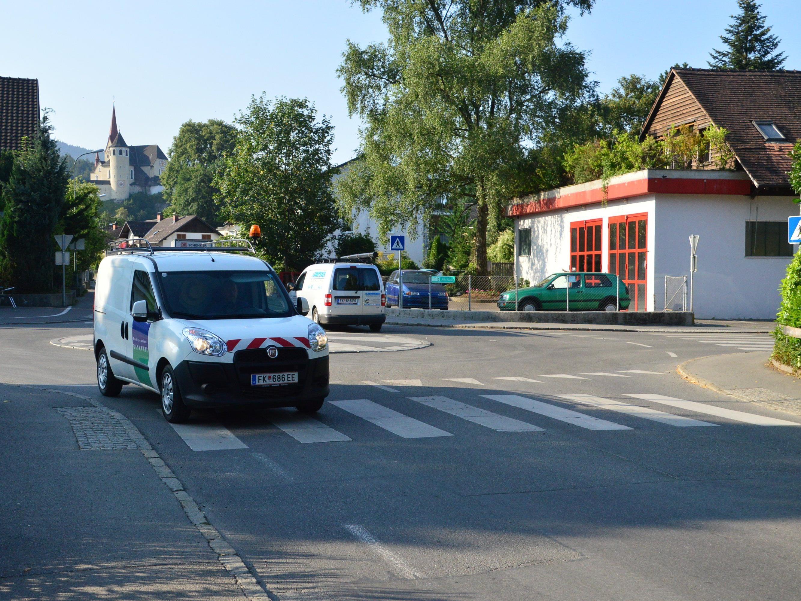 Der Mini-Kreisverkehr in der Hadeldorfstraße ist ab Dienstag, 11. August gesperrt.