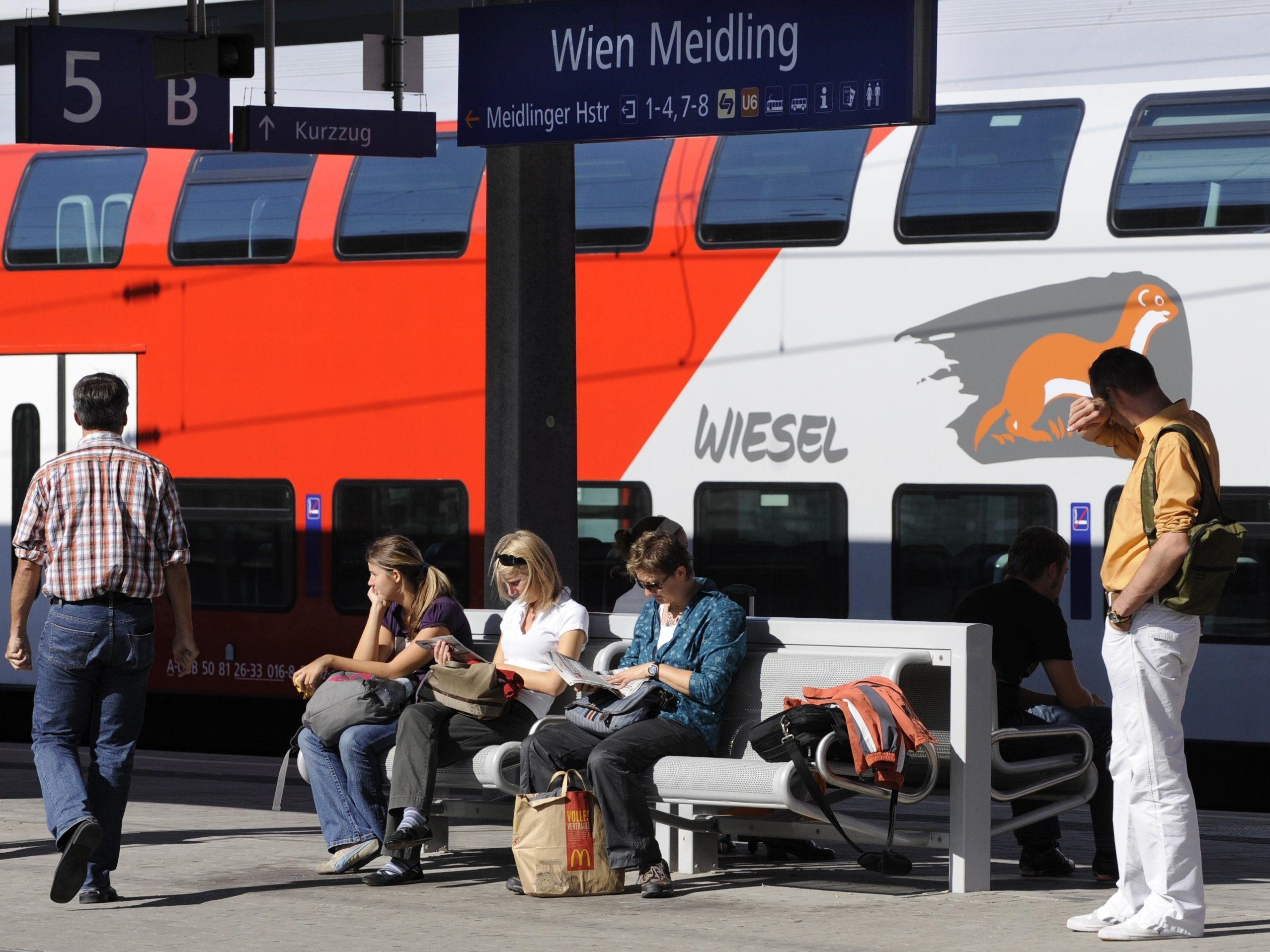 Die Grünen fordern bessere Öffi-Angebote für Pendler ins Wiener Umland.