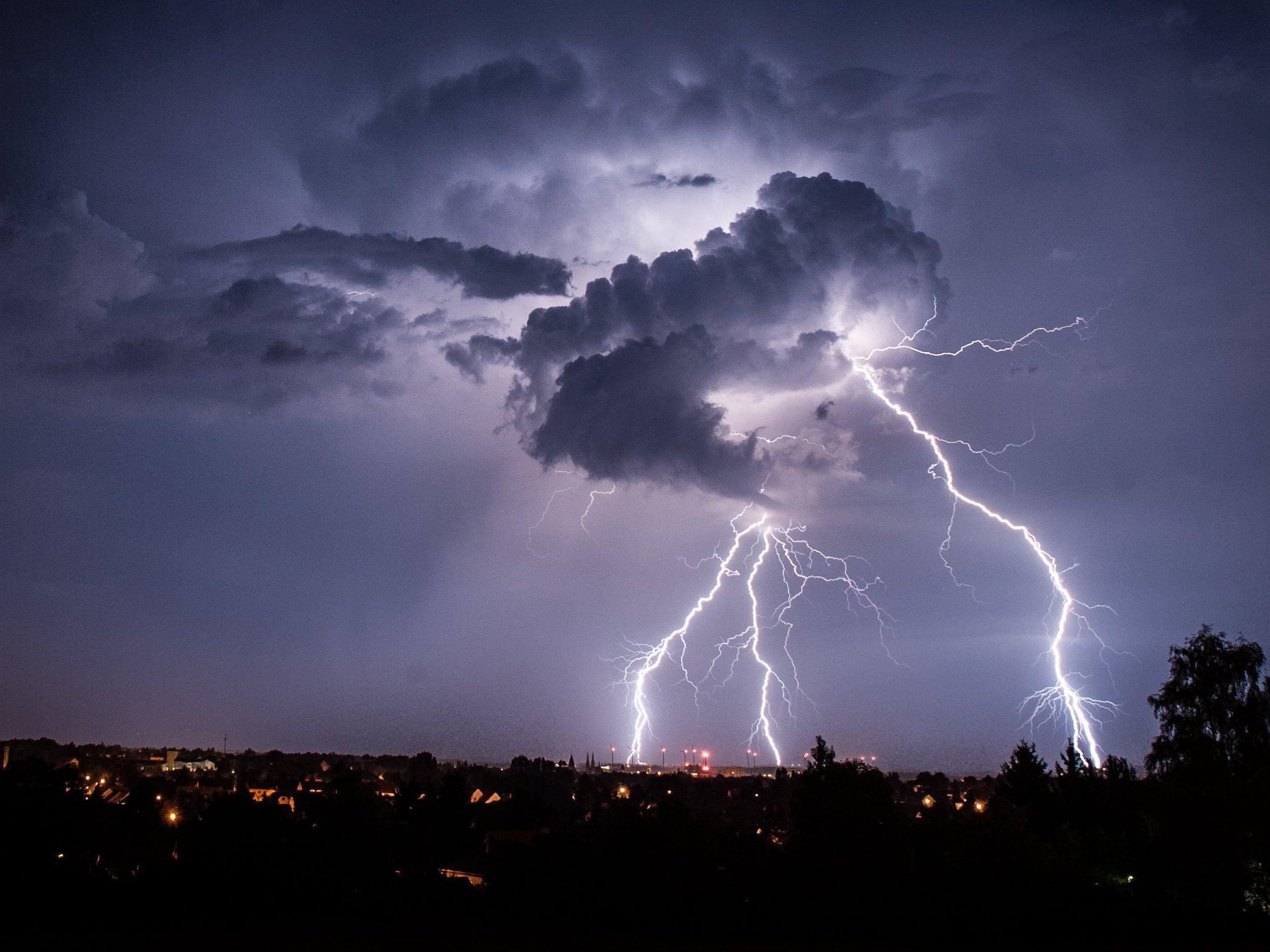 Blitzreport: 200.000 Blitzeinschläge im Juni registriert.
