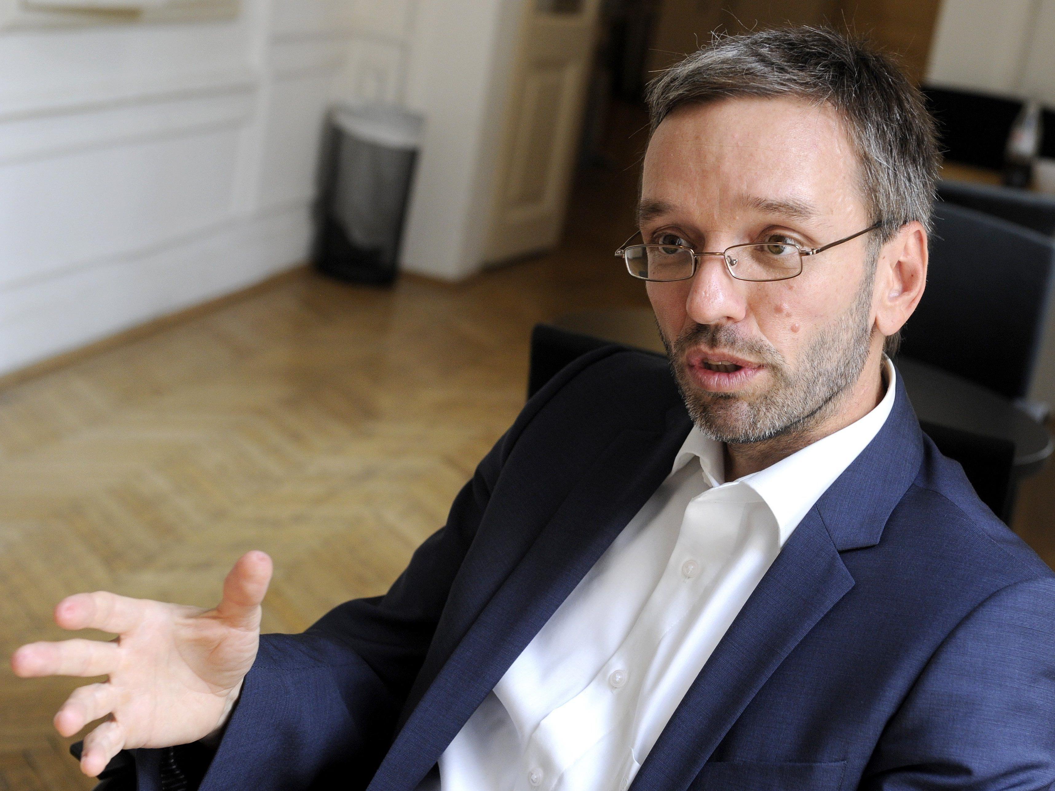 Kickl wird illegale Parteienfinanzierung vorgeworfen