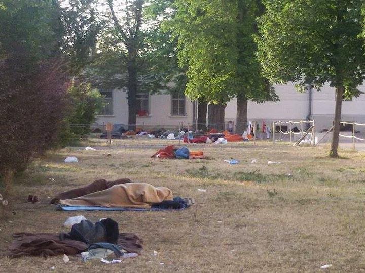 Neue Fotos von obdachlosen Flüchtlingen sorgen für Aufregung.