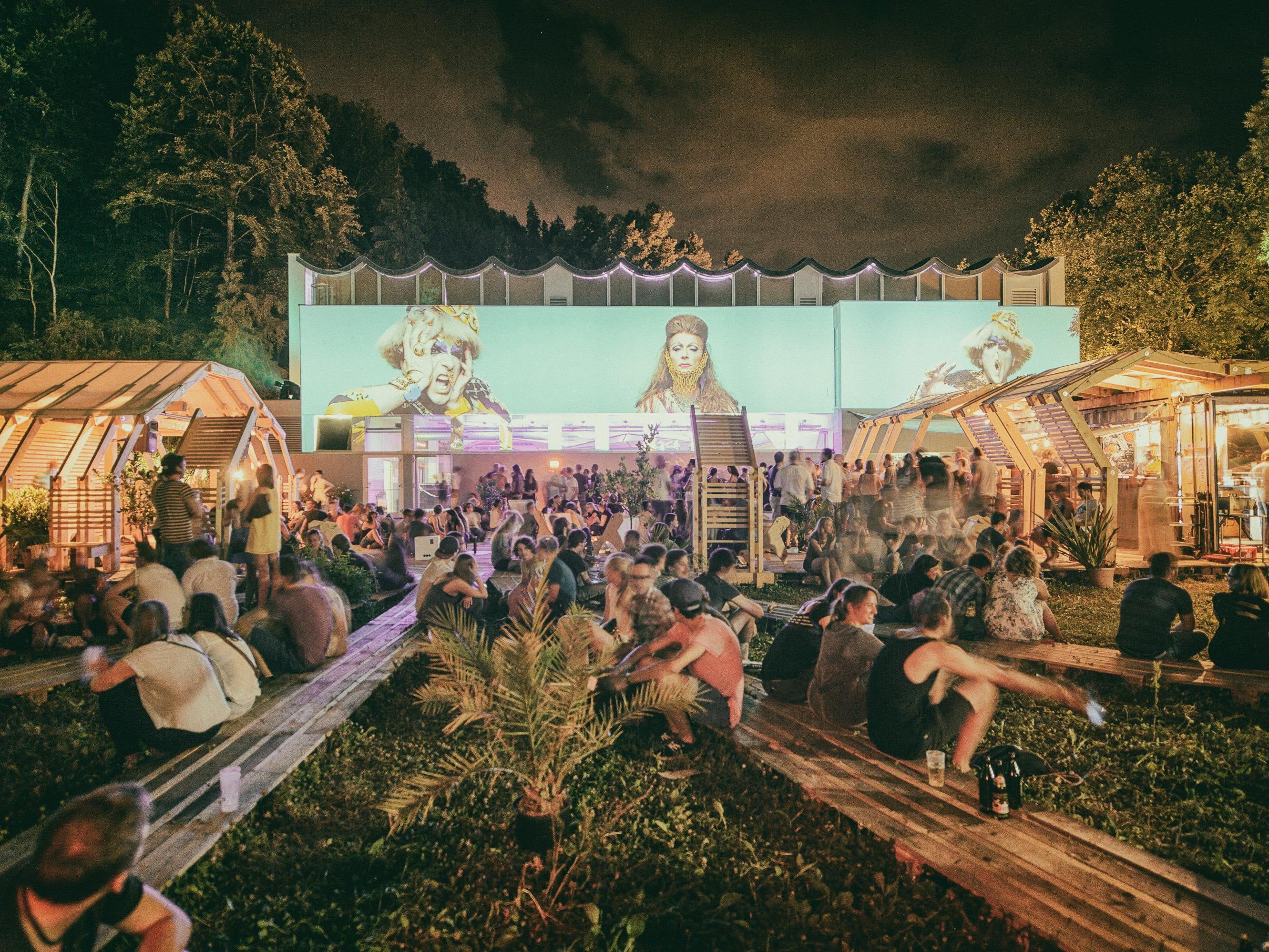 Noch bis 15. August kann beim poolbar//festival Kulturelles von Nischen bis Pop erlebt werden.