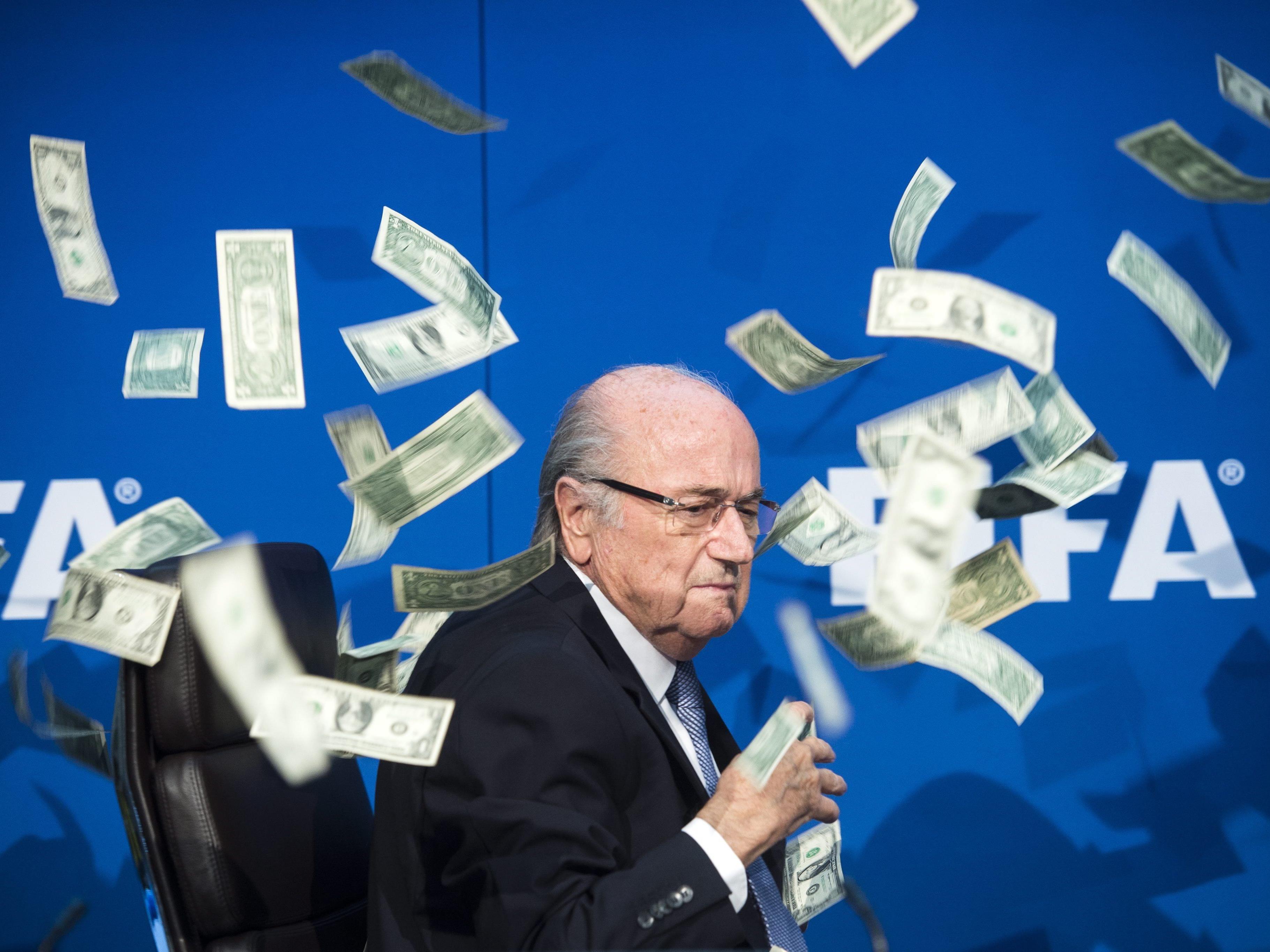 Sepp Blatter sitzt buchstäblich im Geldregen.