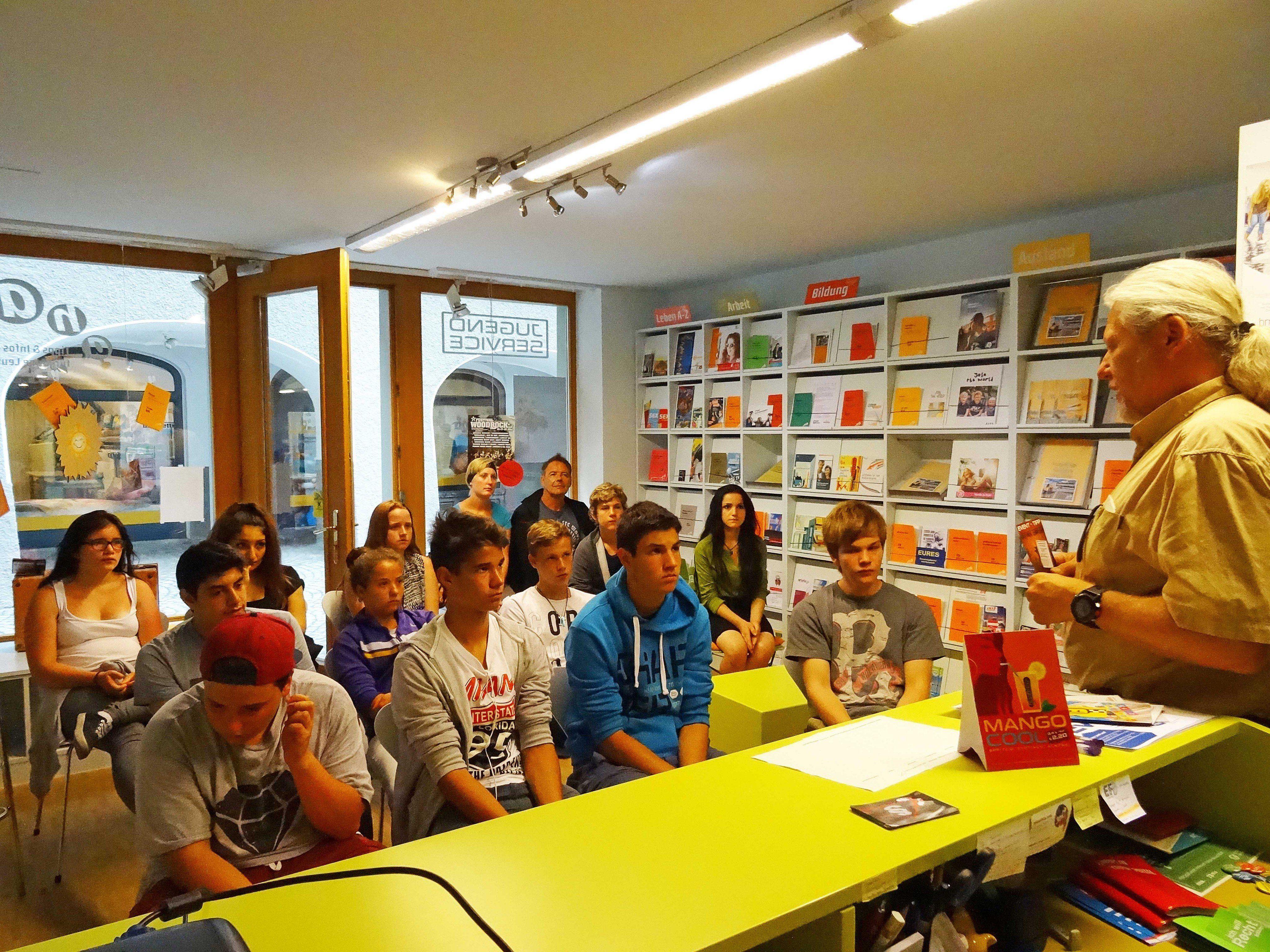 Die Jugendlichen bekamen einen Einblick in verschiedene jugendrelevante Einrichtungen in Bludenz.