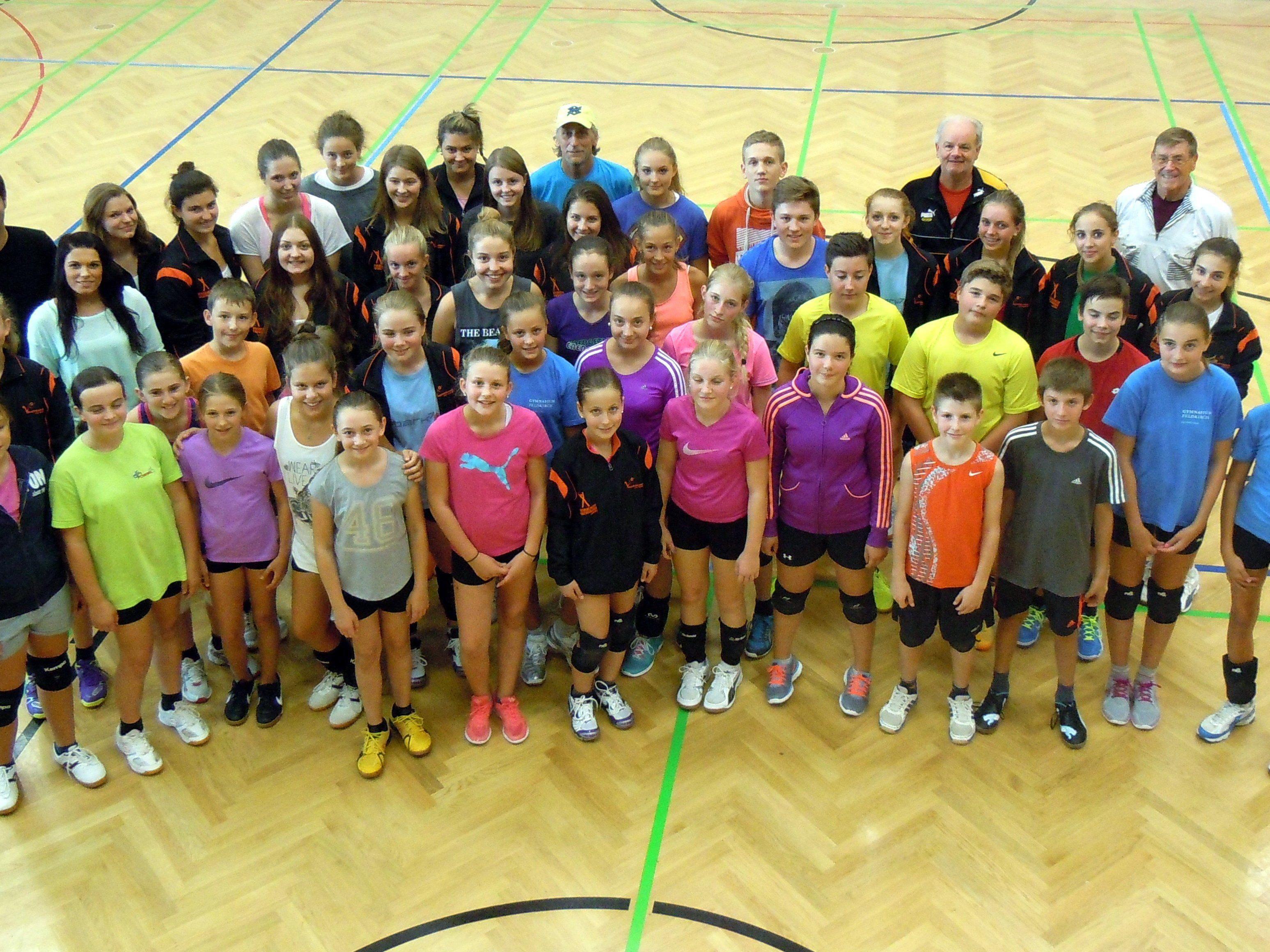 Die letztjährigen Teilnehmer mit den Trainern