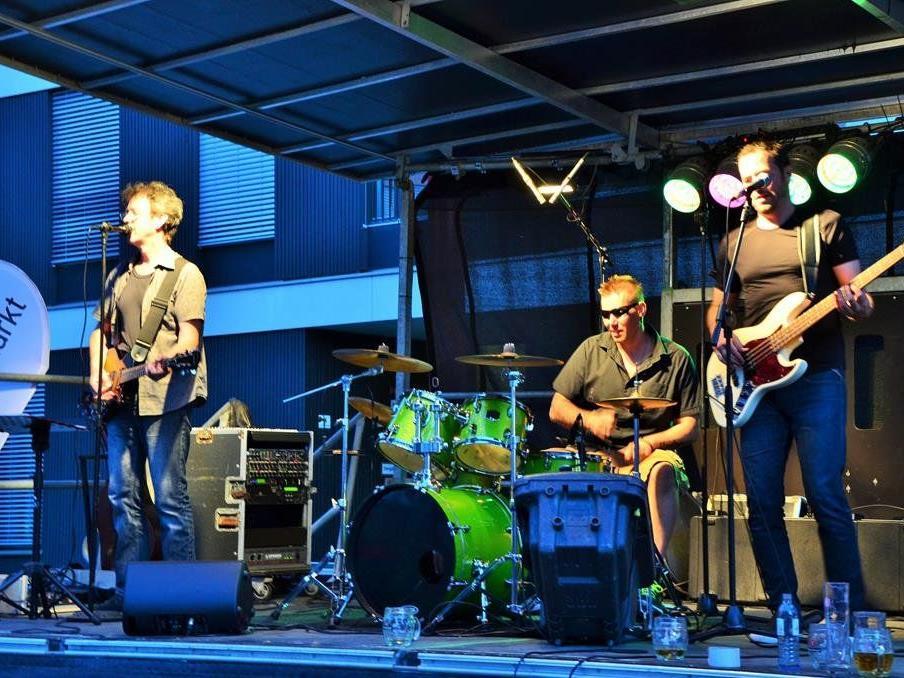 """der Flax-Stamm-Open-Air-Band """"Sound in a city"""" sorgte für den Sommer-Sound."""