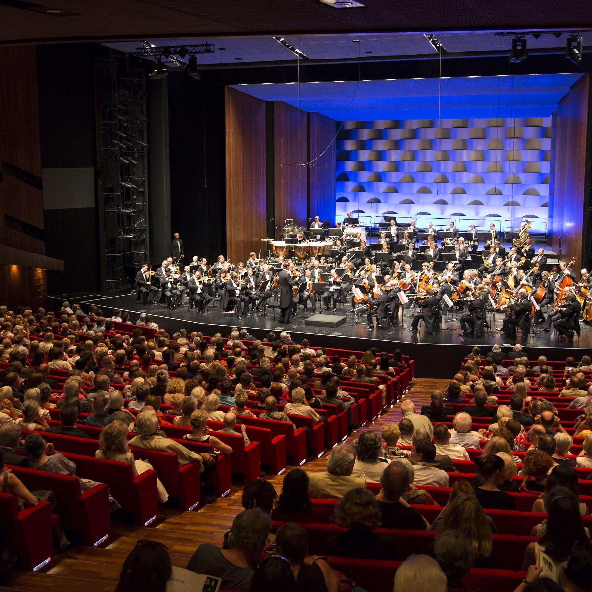 Jerome Pernoo brillierte mit Offenbachs Grand Concerto für Violoncello.