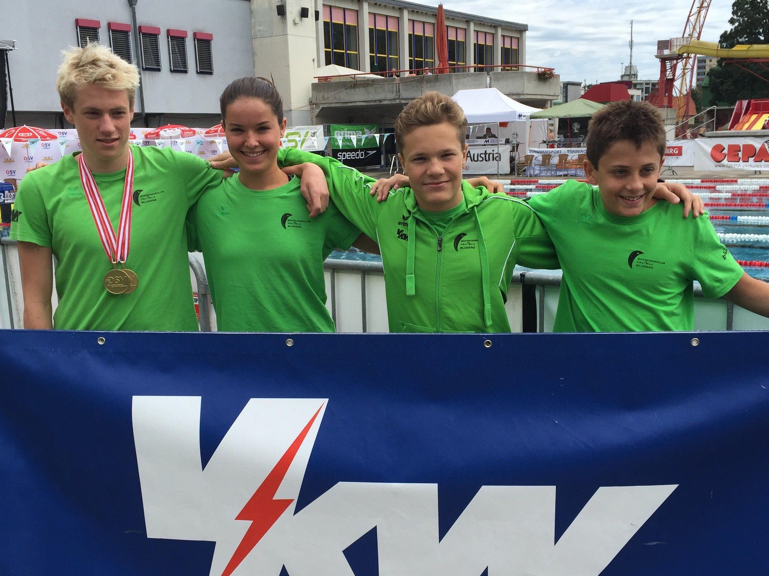 Erfolgreiche Schwimmer Jan Niedermayer, Nicolas Pock, Katharina Cepicka und Moritz Messner (v.l.)
