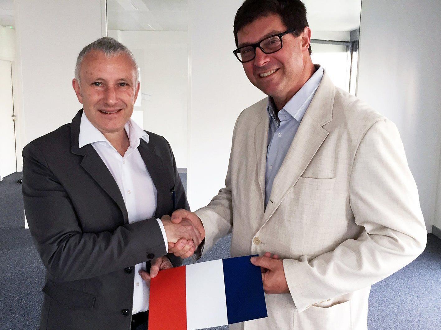 Jürgen Rainalter, CEO von Getzner Werkstoffe (links) und Frédéric Caffin, Geschäftsführer von Getzner Frankreich, setzen in Frankreich gemeinsam Maßnahmen gegen Vibrationen und Lärm.