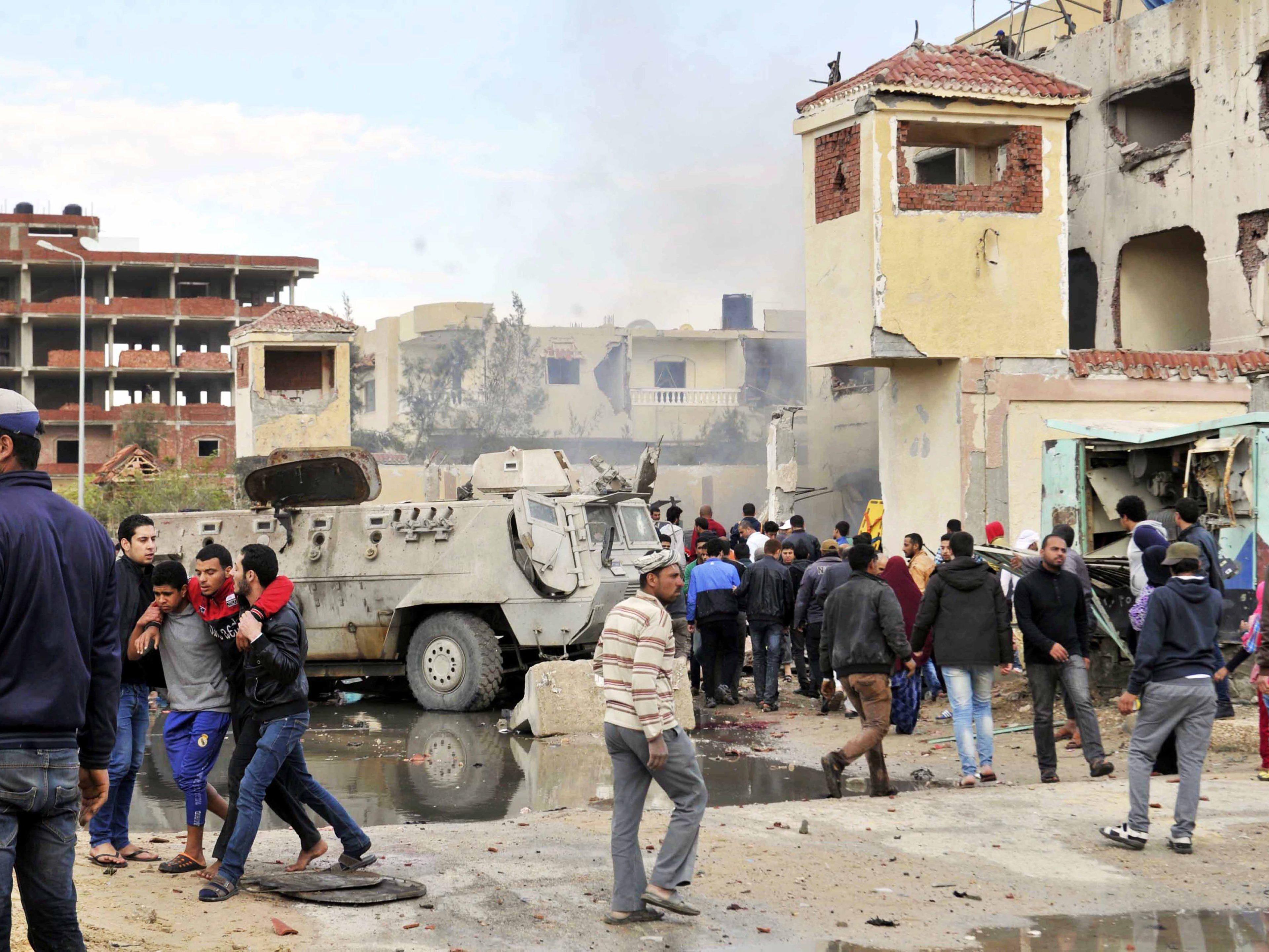 Mindestens 36 Soldaten und Zivilisten und 38 Angreifer getötet.