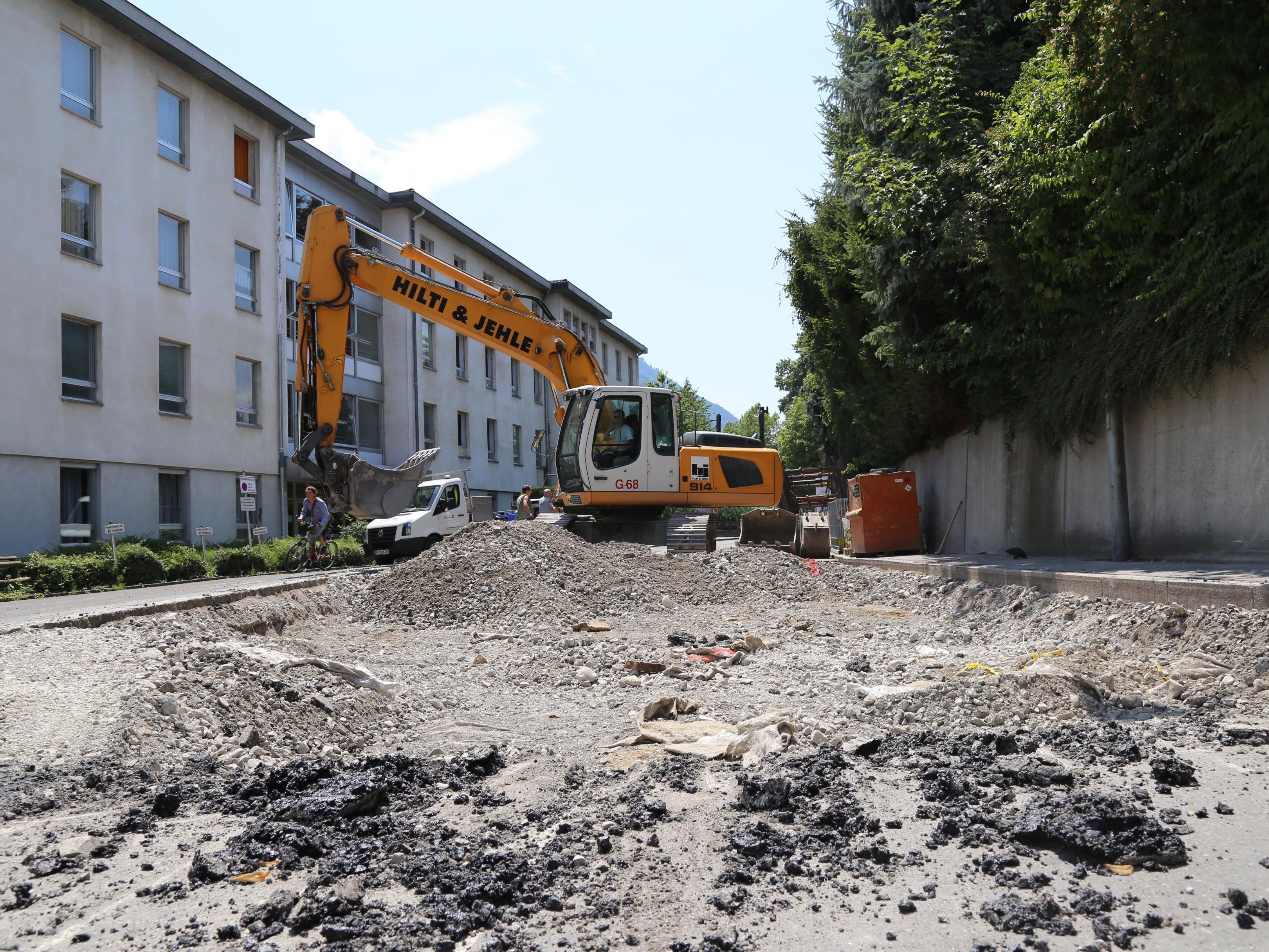 Seit Montag laufen die Bauarbeiten in der Carinagasse, bis voraussichtlich September 2016 wird die Sanierung dauern.