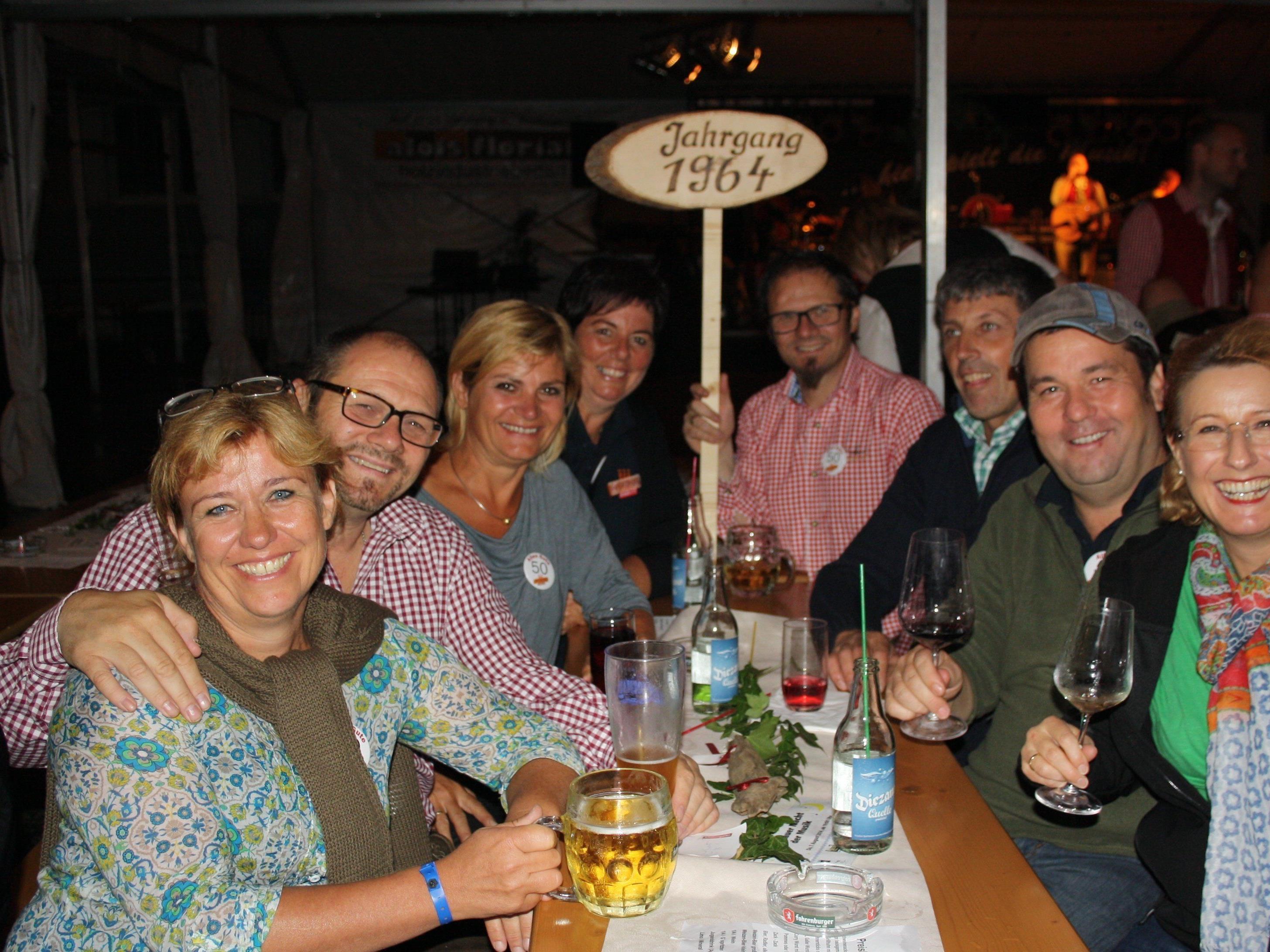 Beste Stimmung beim letztjährigen Leiblachtaler Jubiläums-Jahrgänger-Treffen auf dem Lochauer Dorffest.