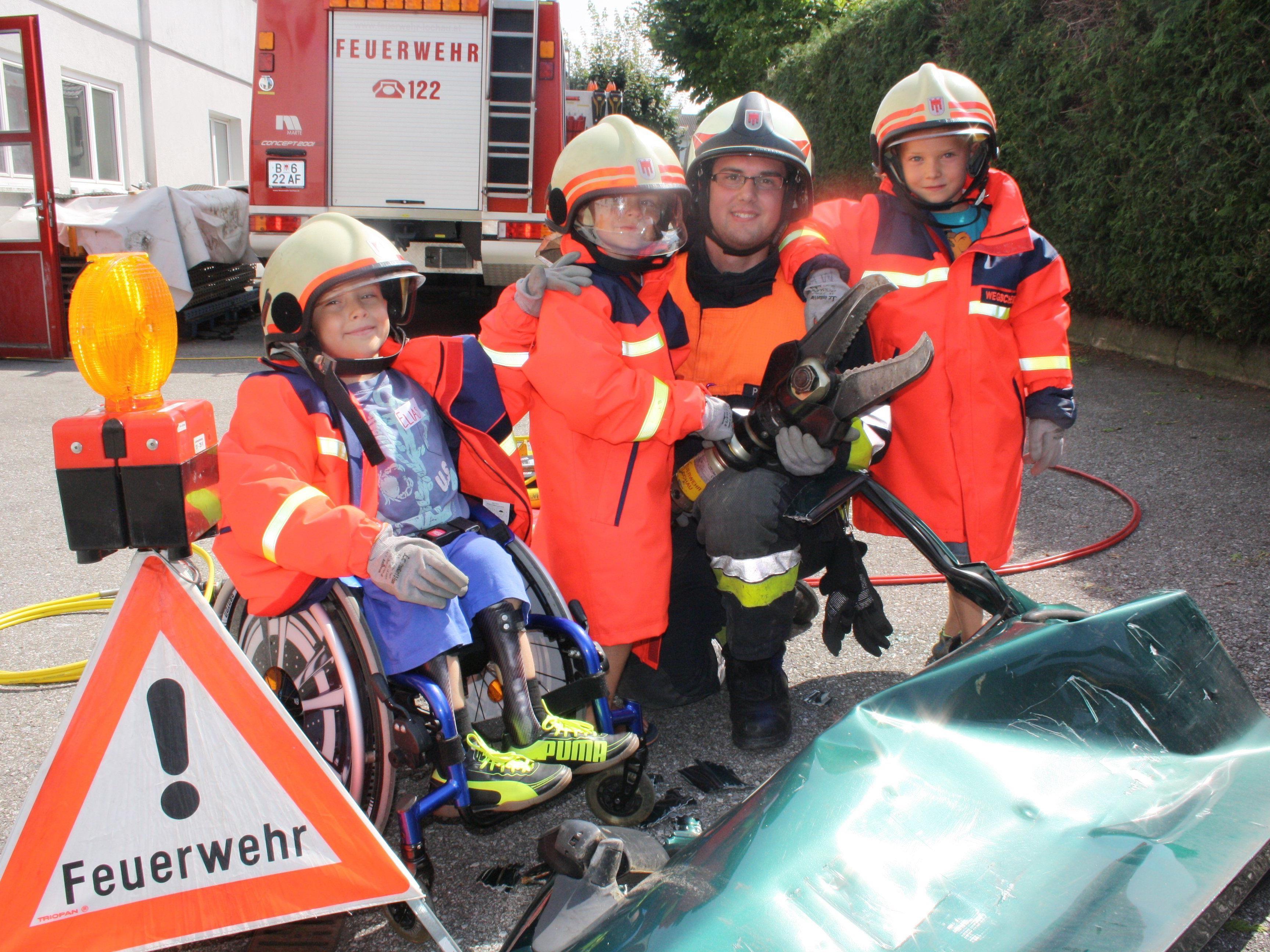 Der Besuch bei der Feuerwehr im Gerätehaus ist jedes Jahr ein besonderes Highlight im Leiblachtaler Ferienprogramm.