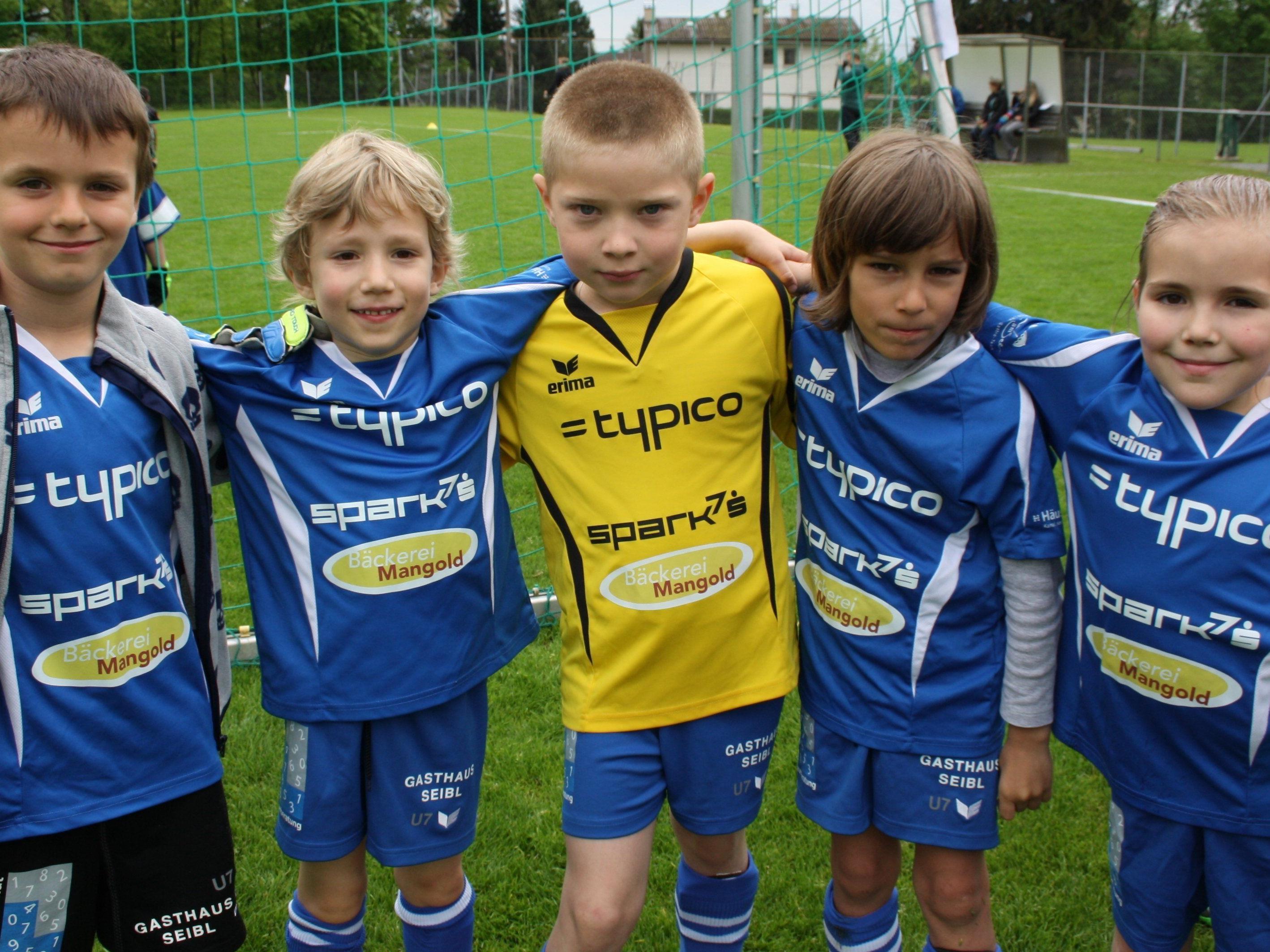 Buben und Mädchen von fünf bis 14 Jahren sind zum Fußball-Nachwuchs-Camp des SV Typico Lochau auf der Sportanlage Hoferfeld eingeladen.