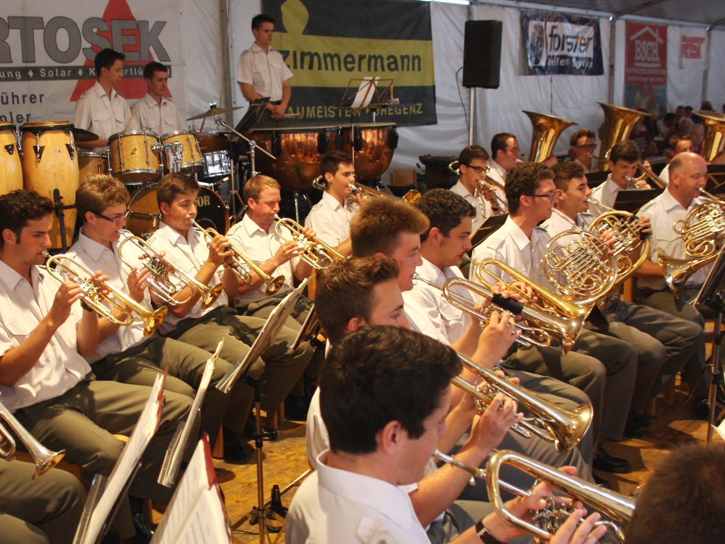 """Erfolgreicher """"Lochauer Dorffest""""-Auftakt mit dem traditionellen Sommerkonzert der Militärmusikkapelle Vorarlberg."""