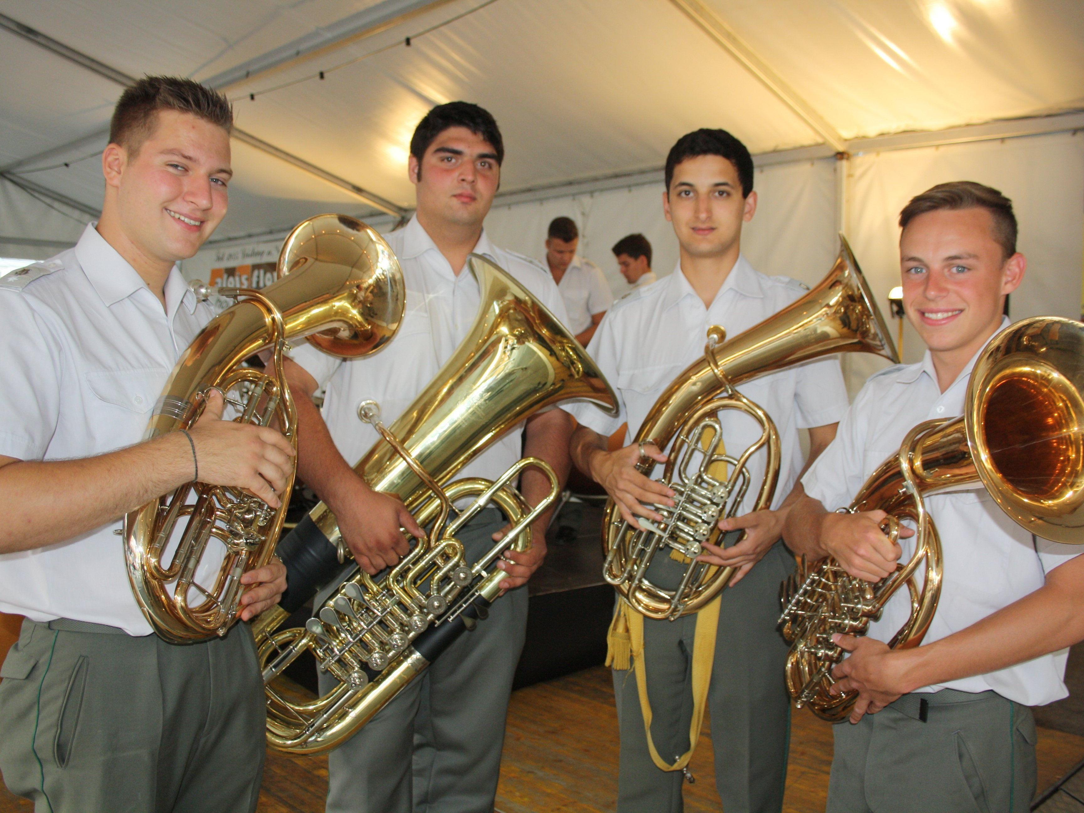 Blasmusik vom Feinsten mit der Militärmusikkapelle Vorarlberg beim Sommerkonzert 2015 im Lochauer Schulhof.