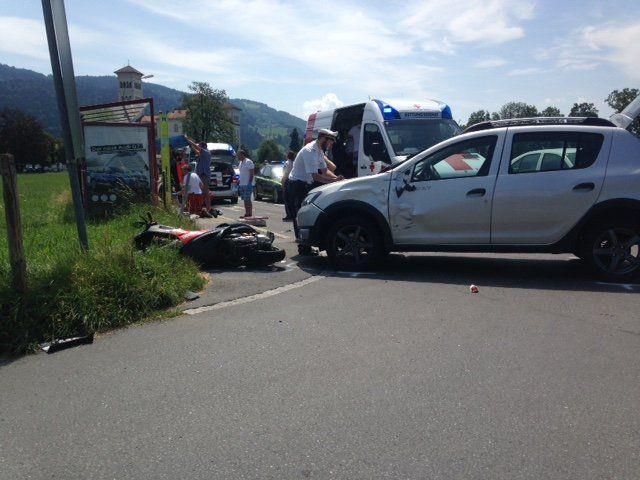 Die beiden Fahrzeuge kollidierten seitlich.