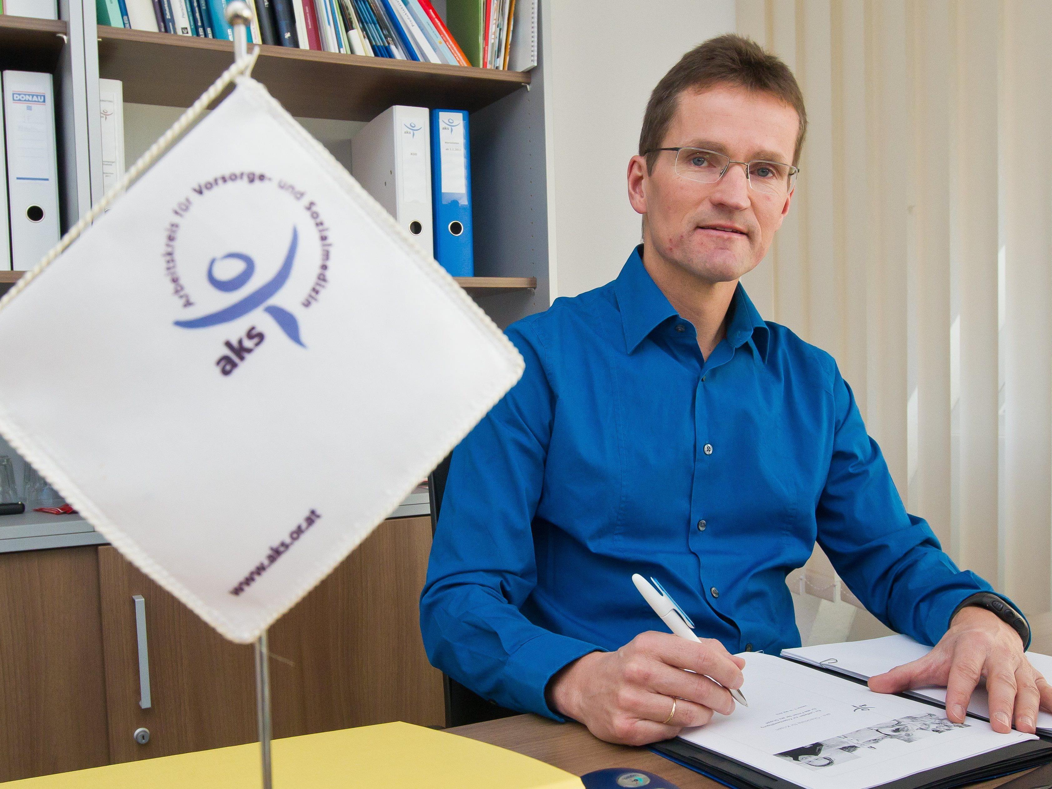 """Bernd Klisch, zuletzt Geschäftsführer der """"aks Gesundheit GmbH"""", übernimmt Leitung der Flüchtlingshilfe."""