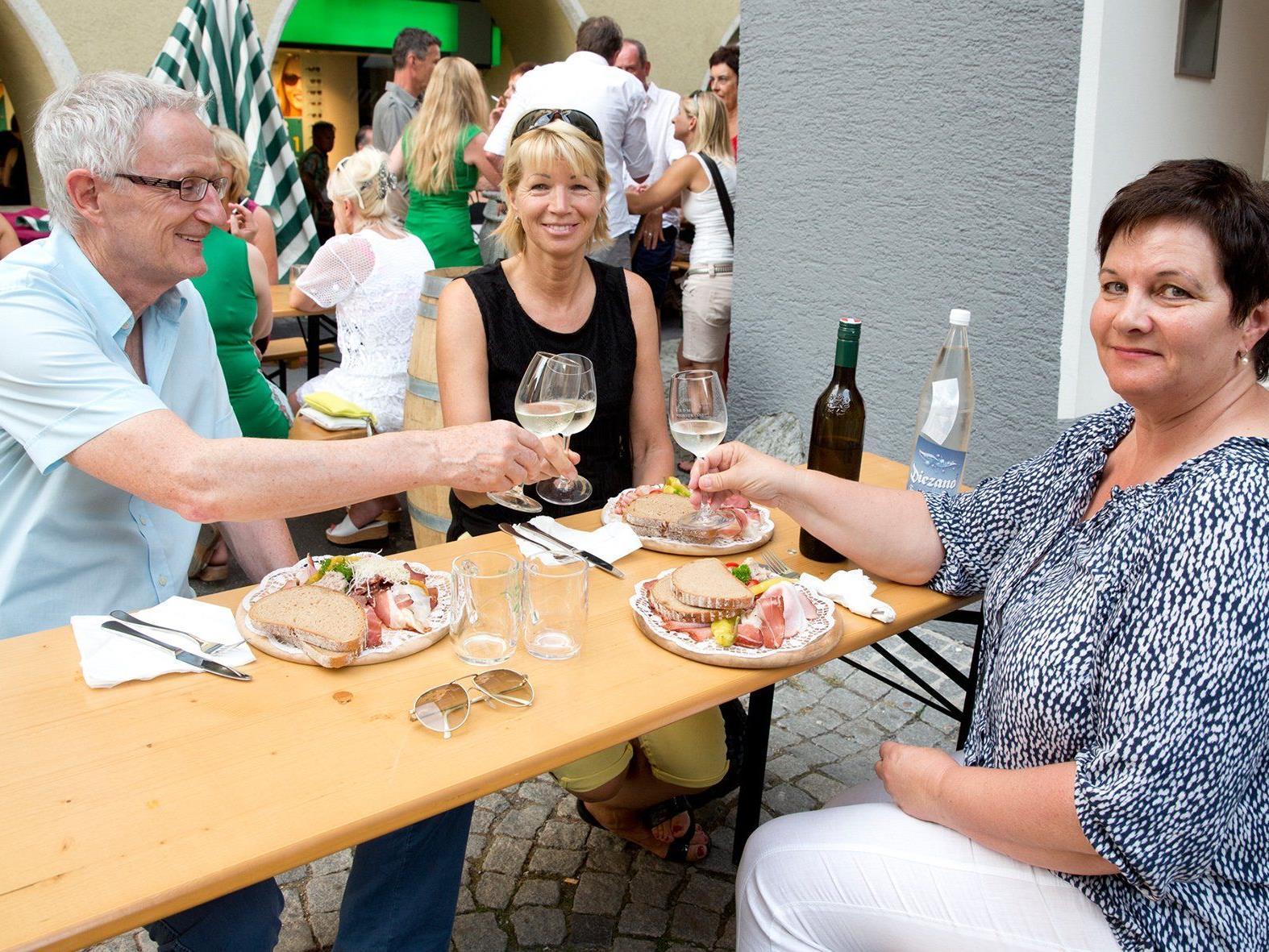 : Steirische Schmankerl, Wein und Musik genossen die Besucher beim 13. Weizer Mulbratlfest.