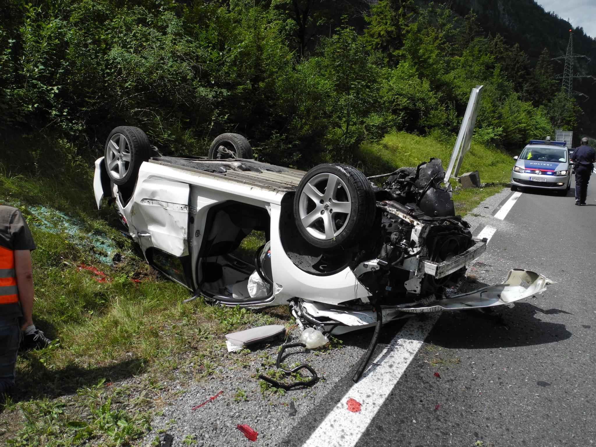 Auto überschlug sich.