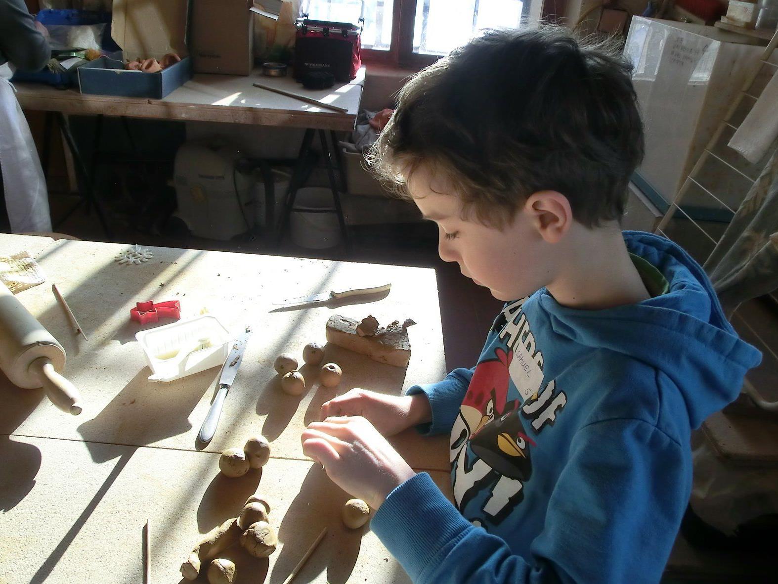 Kunstwerke aus Ton werden am 13. und 14. Juli im Schlosserhus Rankweil gefertigt.