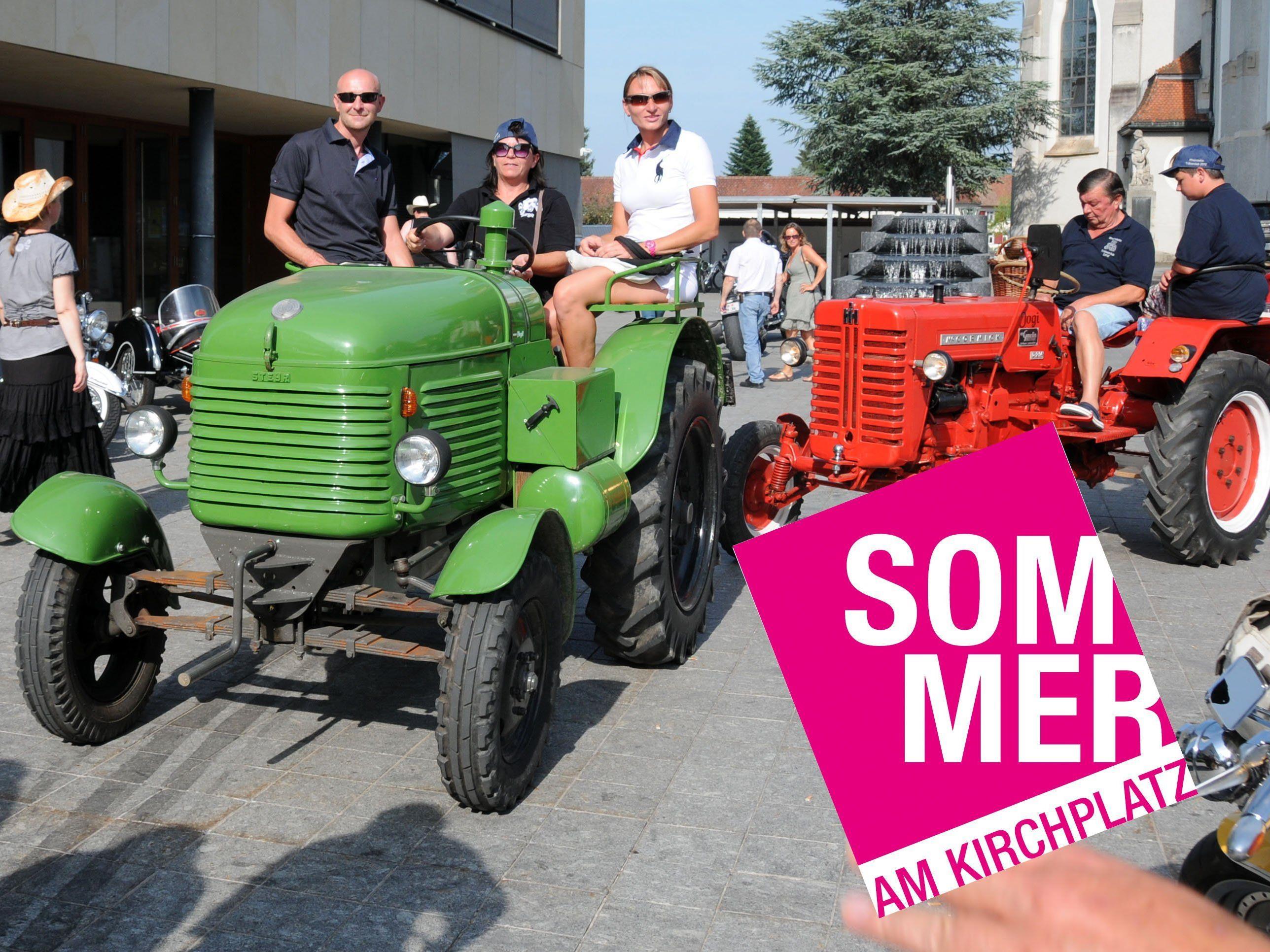 """Am 18. Juli rollen in Höchst im Rahmen der Reihe """"Sommer am Kirchplatz"""" Traktoren auf."""