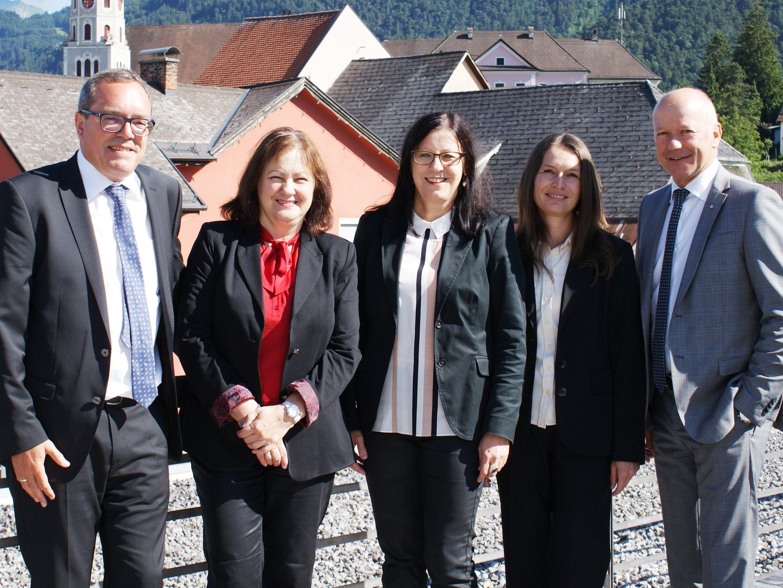 Von links nach rechts Marketingleiter Arno Sprenger, Obfrau Olga Pircher, Leiterin Dr. Elisabeth Schwald, Sabine Häusle und Sparkasse Bludenz-Vorstandsvorsitzender Christian Ertl.