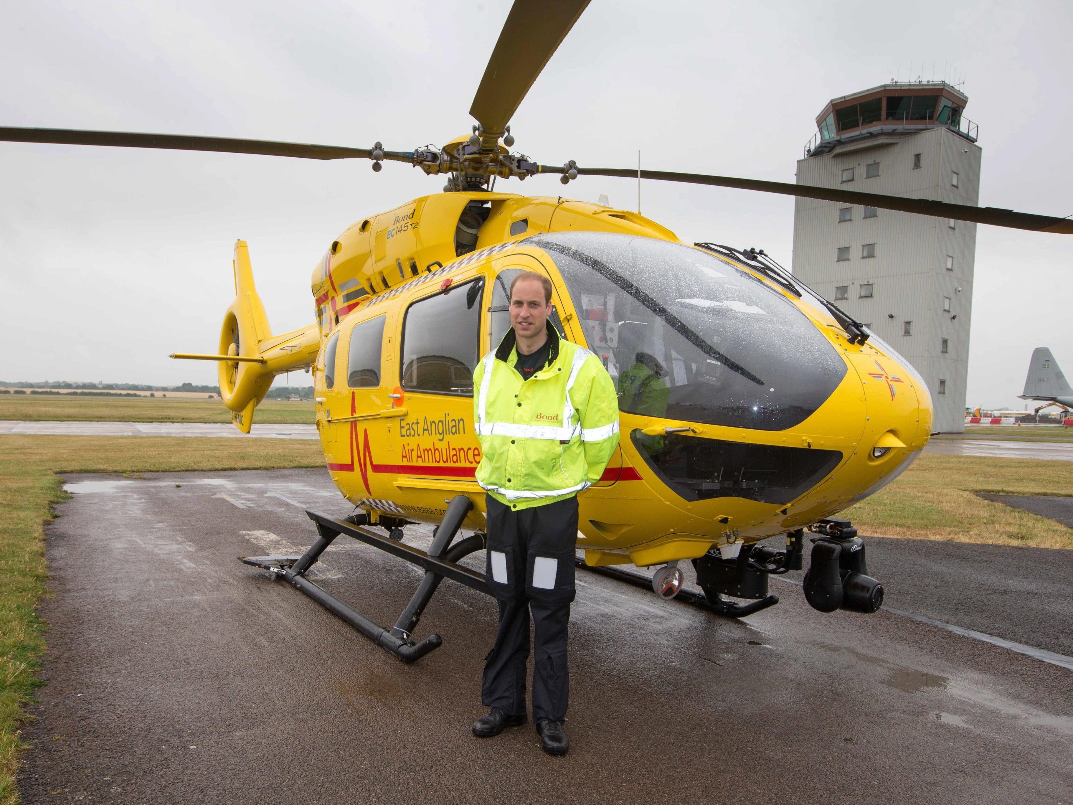 Papa und Pilot: Prinz William schiebt Schichten für Bodenhaftung