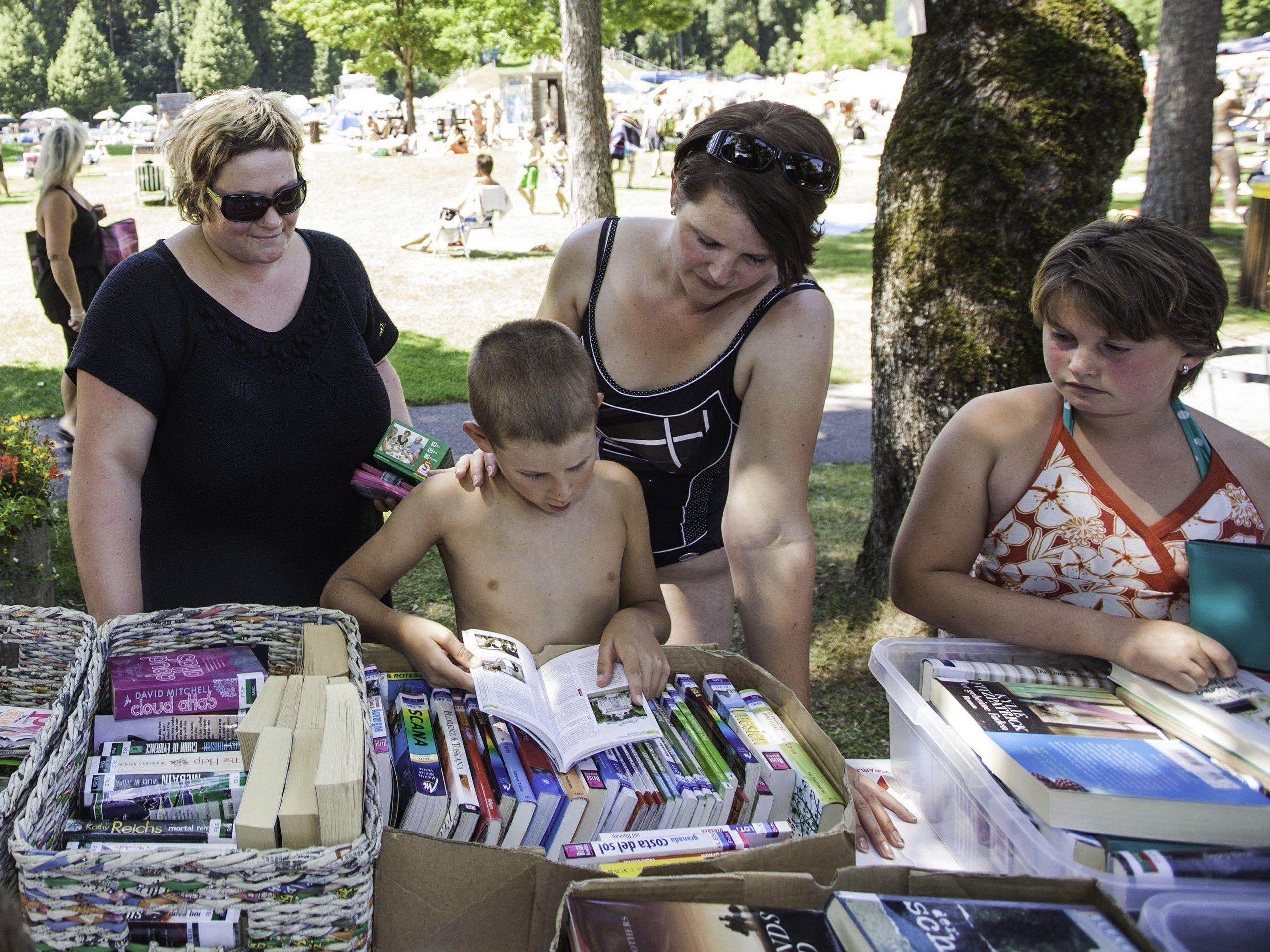 AK-Bade-Buch: Sommerlicher Lesespaß täglich im Waldbad Feldkirch.