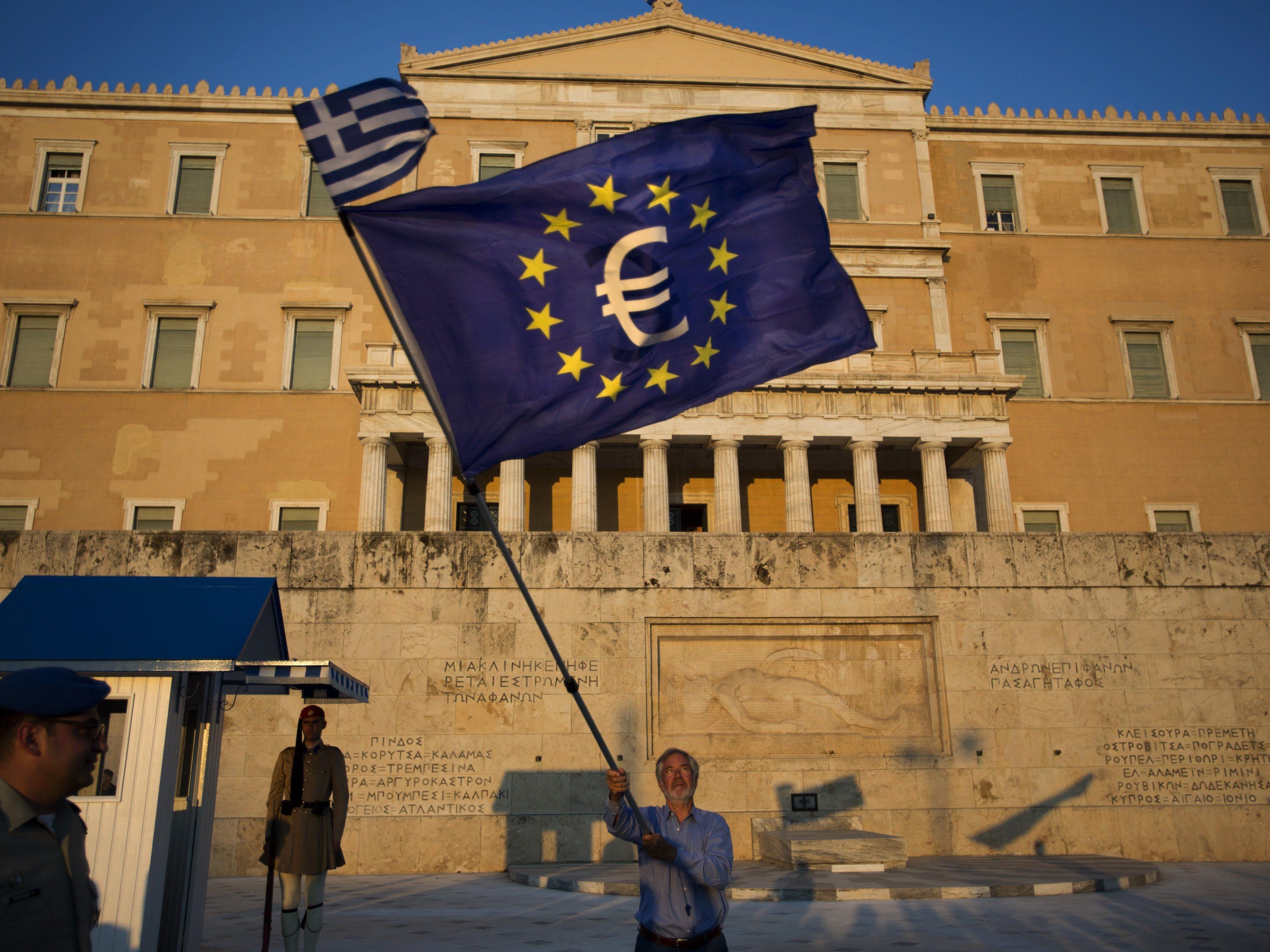 Tausende demonstrierten in Athen für den Verbleib im Euroland.