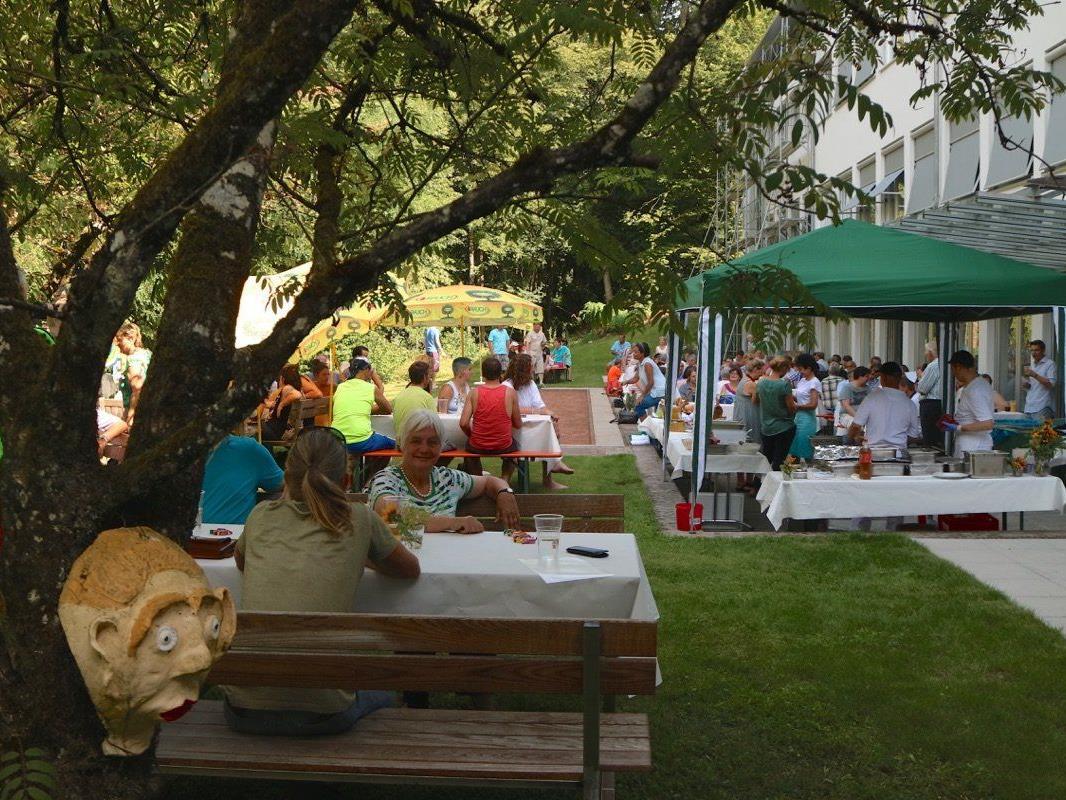 Bei herrlichem Wetter feierten über 200 Gäste aus Nah und Fern einige gemütliche Stunden beim Sommerfest 2015 in Maria Ebene.