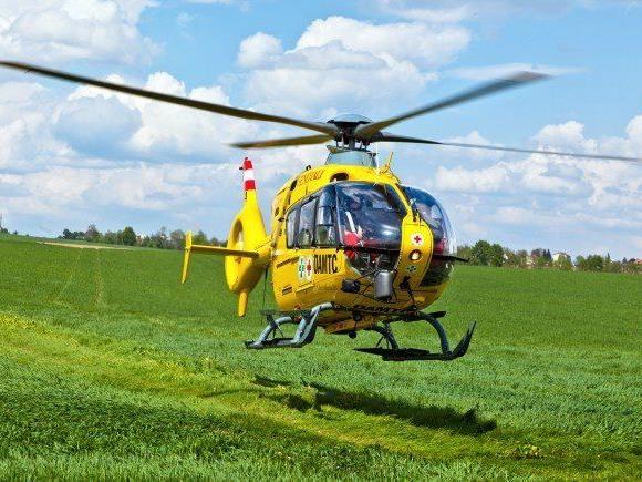 Der Mann wurde nach einer Nacht im Freien schwer verletzt ins Krankenhaus geflogen. (Symbolbild)