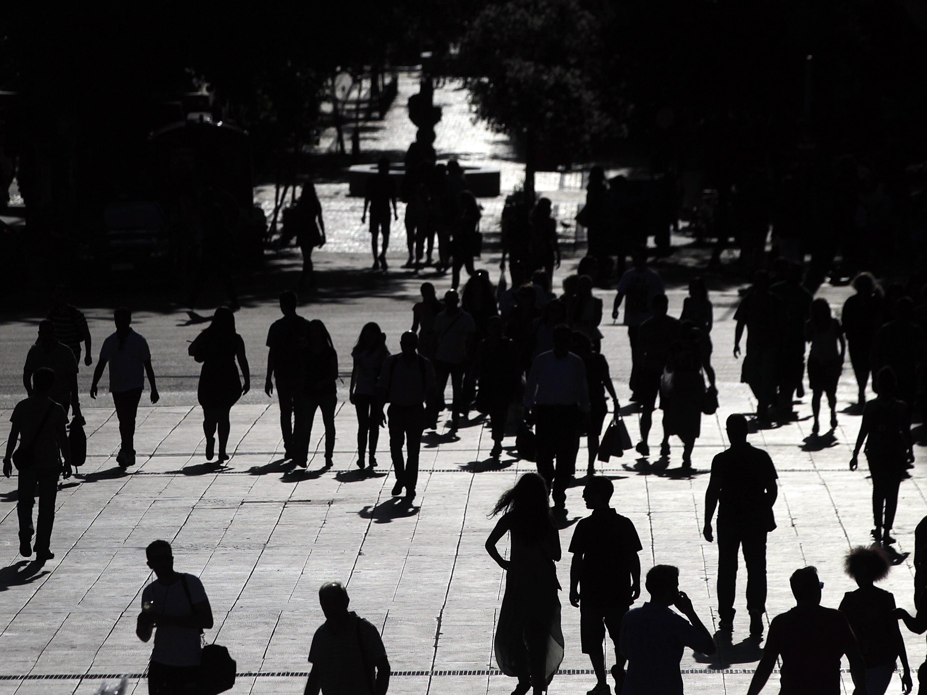 """Viele Griechen erwägen offenbar aus Angst vor einem """"Grexit"""" auszuwandern."""