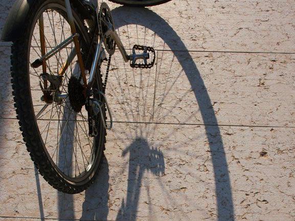 Zwei zwölfjährige Radfahrer bei Unfall verletzt.