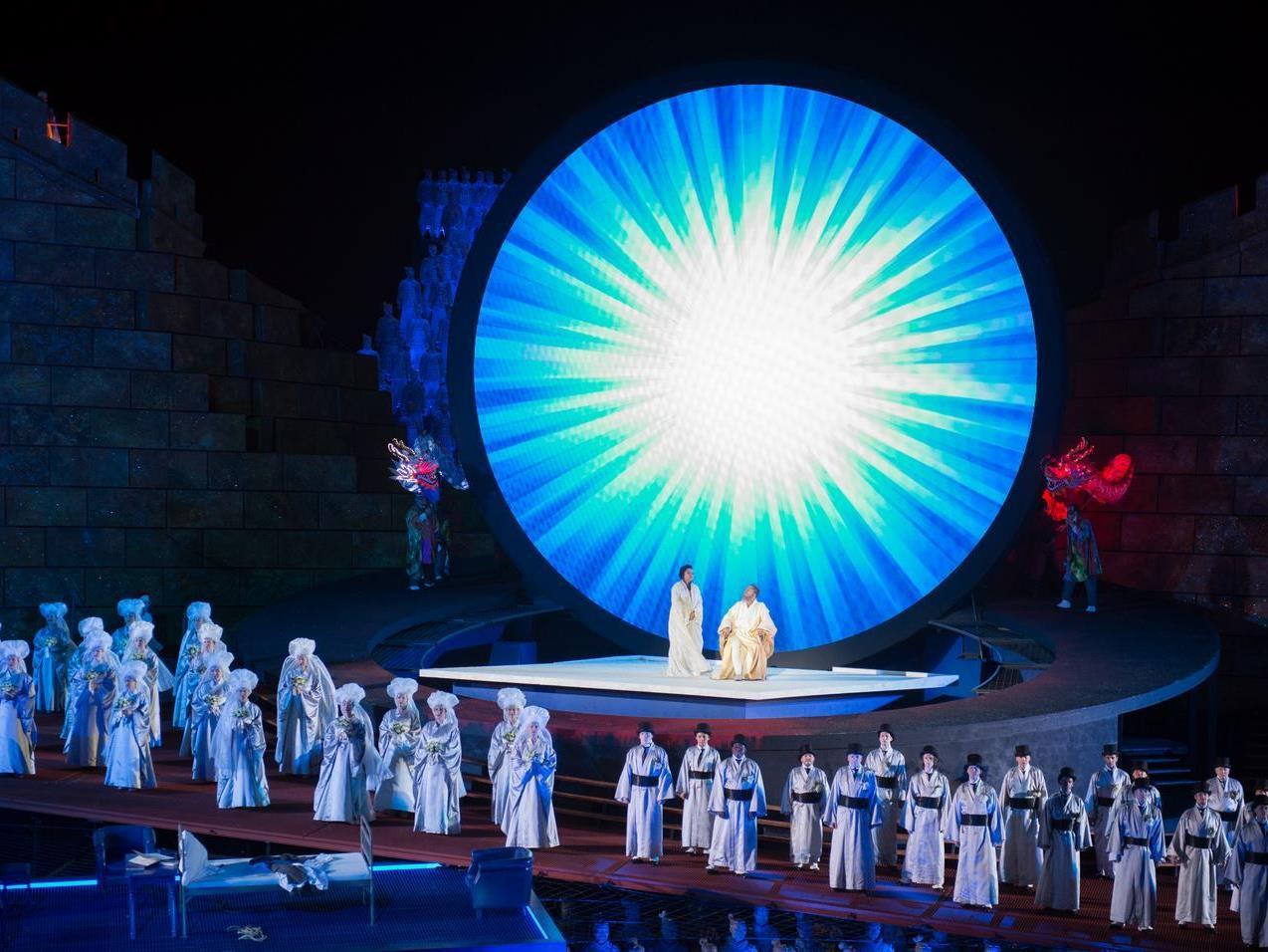 Inszenierung der Oper Turandot auf der Bregenzer Seebühne.