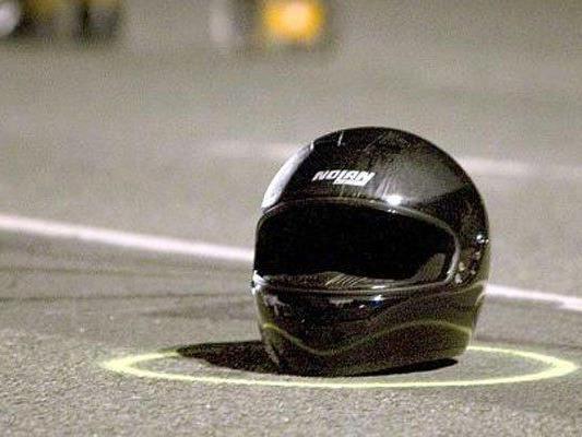 Eine 50-jährige Motorradfahrerin verunfallte tödlich