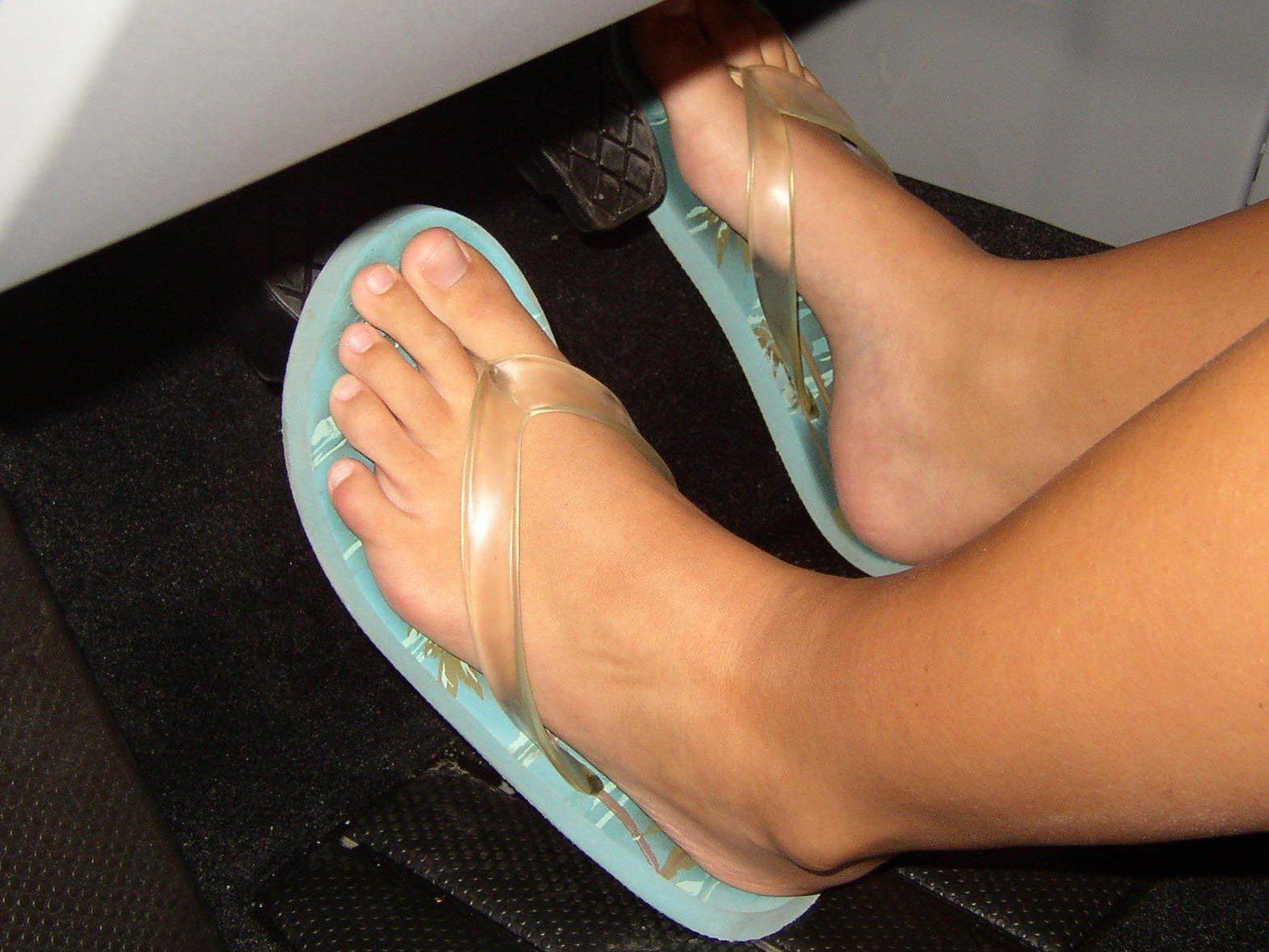 buy online 6d0b6 fc7d0 Autofahren mit Flip-Flops oder High Heels: Was ist verboten ...