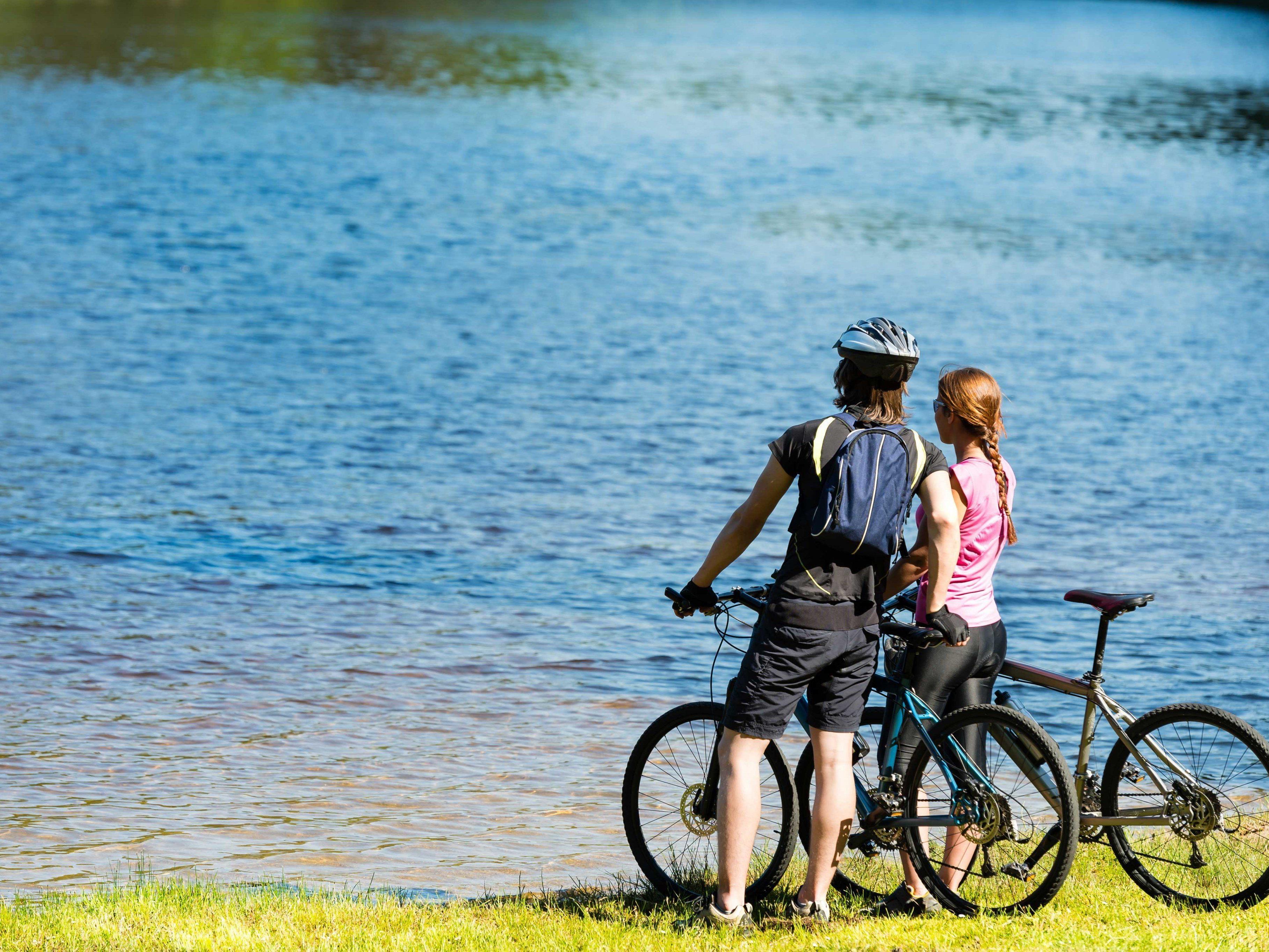 """Tipps für Radbegeisterte bietet der Info-Folder """"Rund um den Bodensee"""" vom aha."""