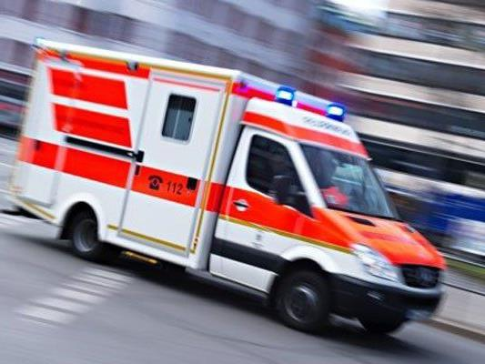 In NÖ ist am Sonntag ein 71-Jähriger in einem Badeteich ums Leben gekommen.