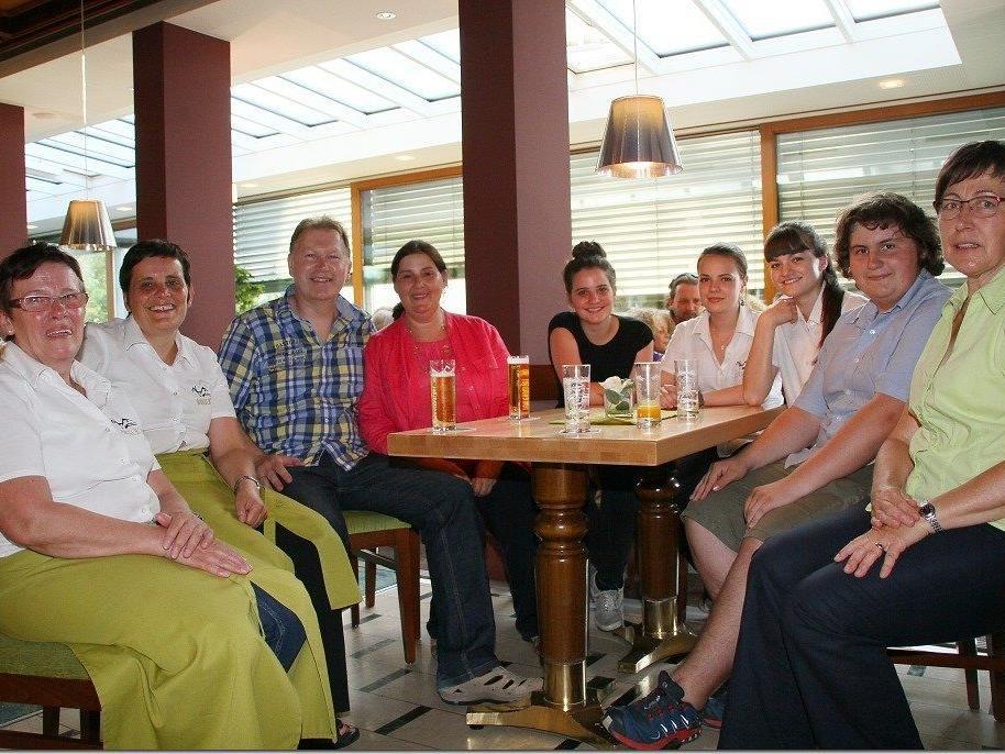 Die Mitarbeiter vom Rankweiler Burgcafe mit Chef Martin Rauch.